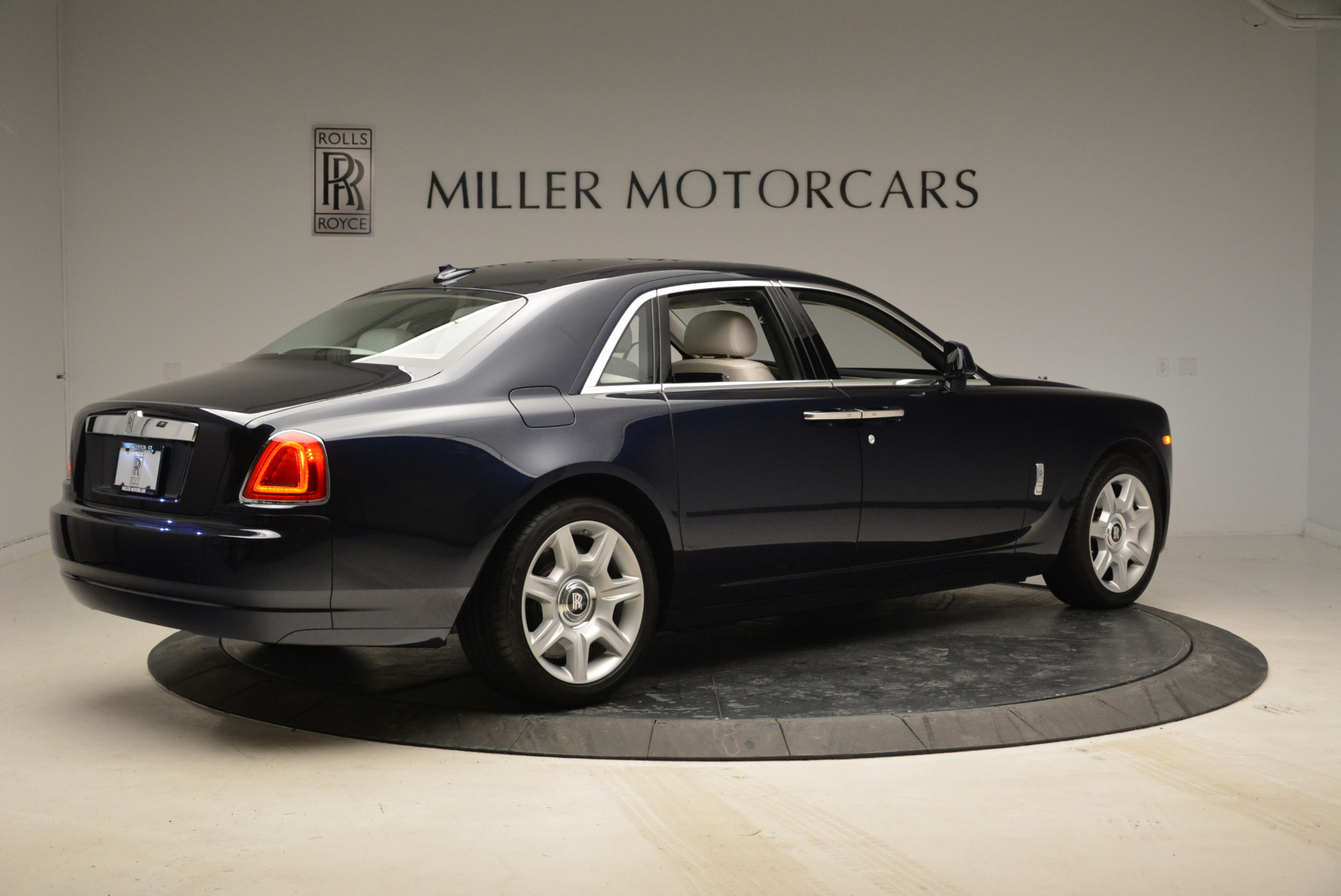 Used 2015 Rolls-Royce Ghost  For Sale In Greenwich, CT 1980_p8