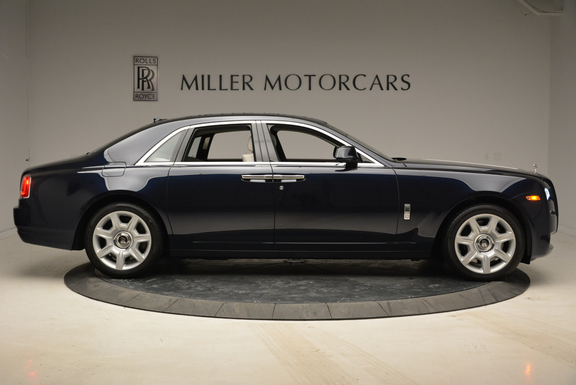 Used 2015 Rolls-Royce Ghost  For Sale In Greenwich, CT 1980_p9