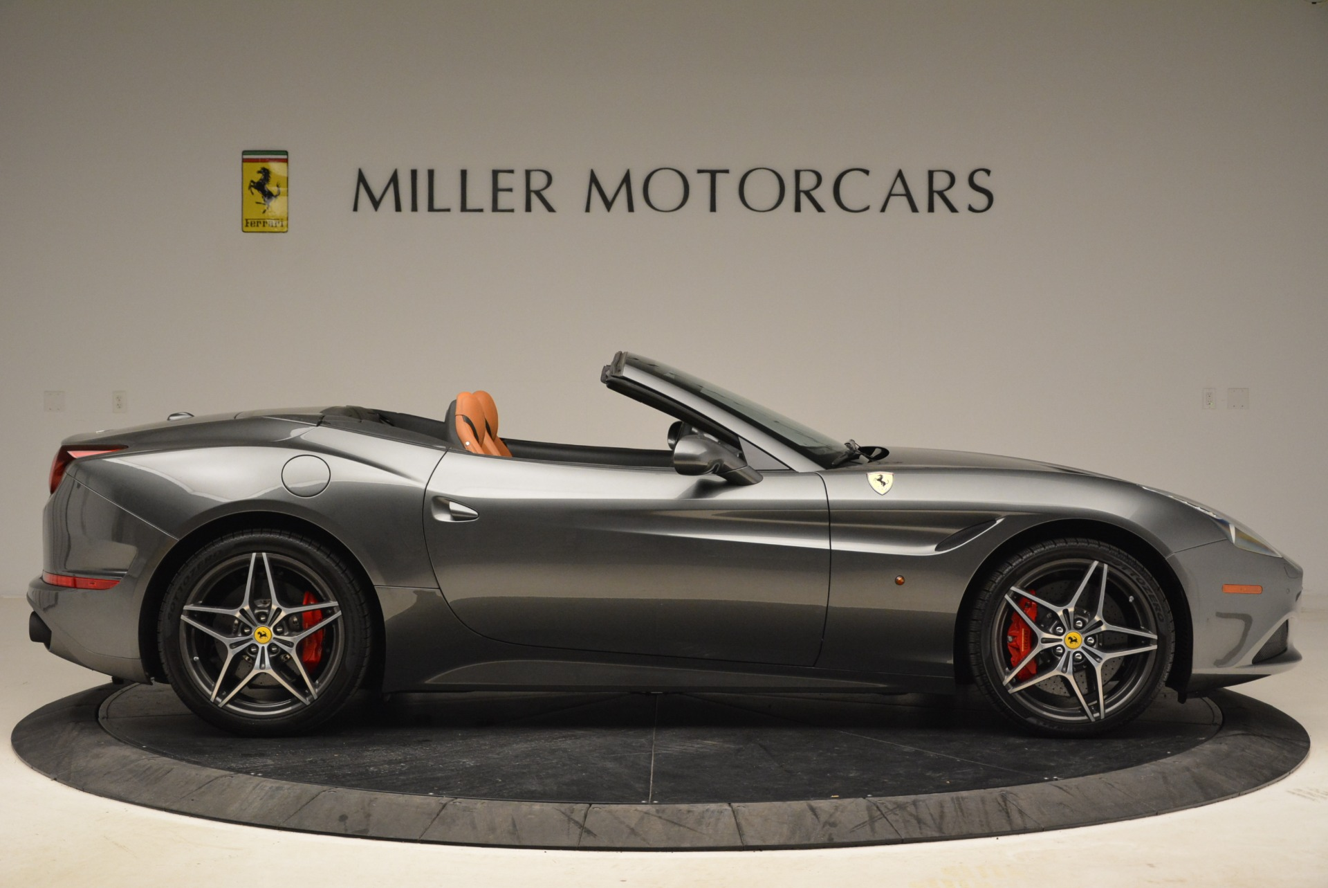 Used 2017 Ferrari California T Handling Speciale For Sale In Greenwich, CT 2054_p9
