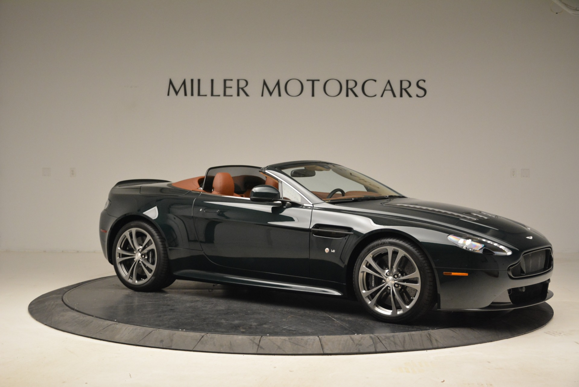 Used 2017 Aston Martin V12 Vantage S Roadster For Sale In Greenwich, CT 2055_p10