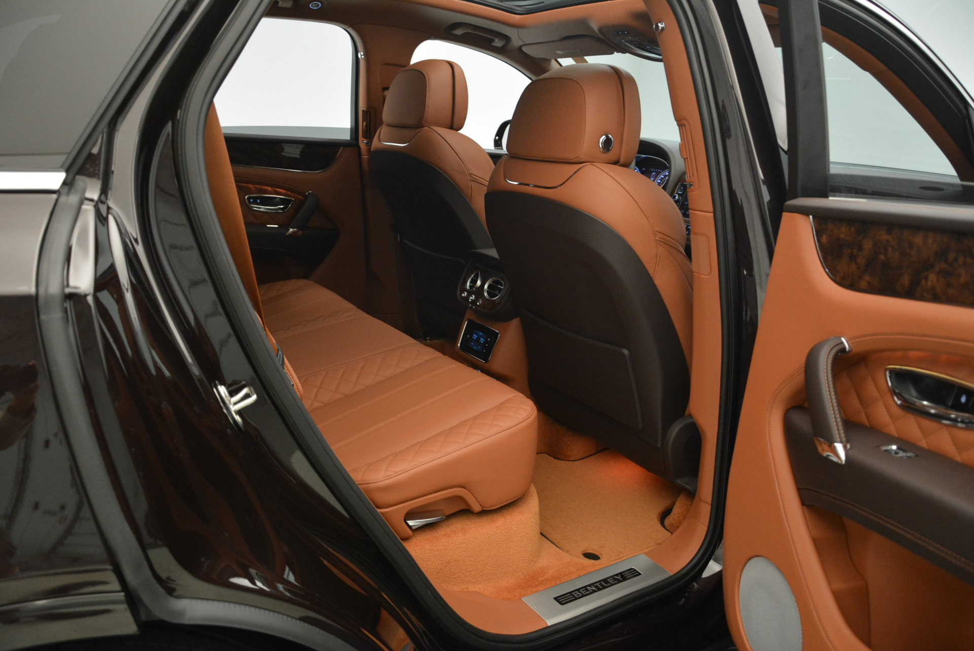 New 2018 Bentley Bentayga Signature For Sale In Greenwich, CT 2071_p16