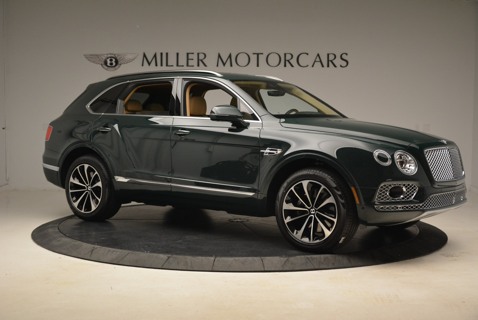 New 2018 Bentley Bentayga Signature For Sale In Greenwich, CT 2072_p10