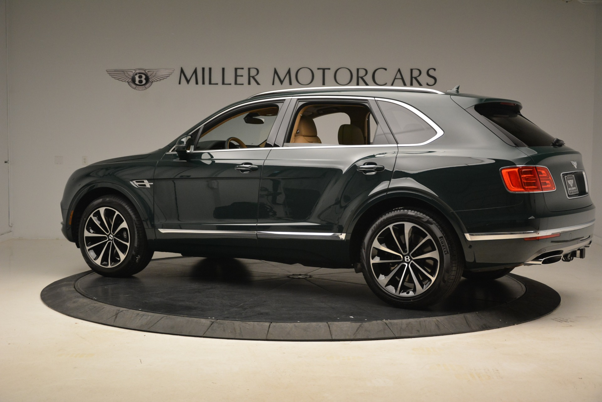 New 2018 Bentley Bentayga Signature For Sale In Greenwich, CT 2072_p4