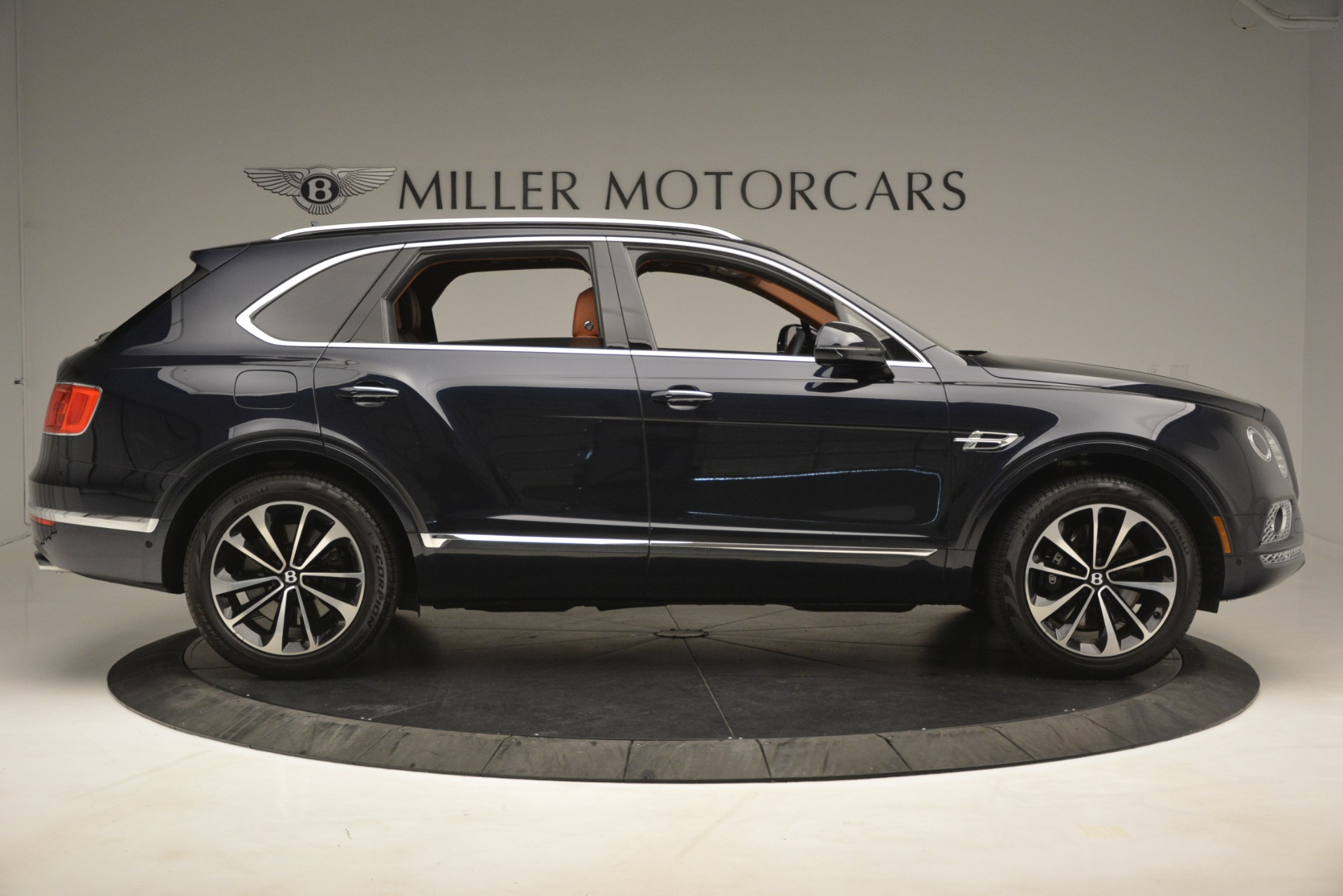Used 2018 Bentley Bentayga Signature For Sale In Greenwich, CT 2076_p10