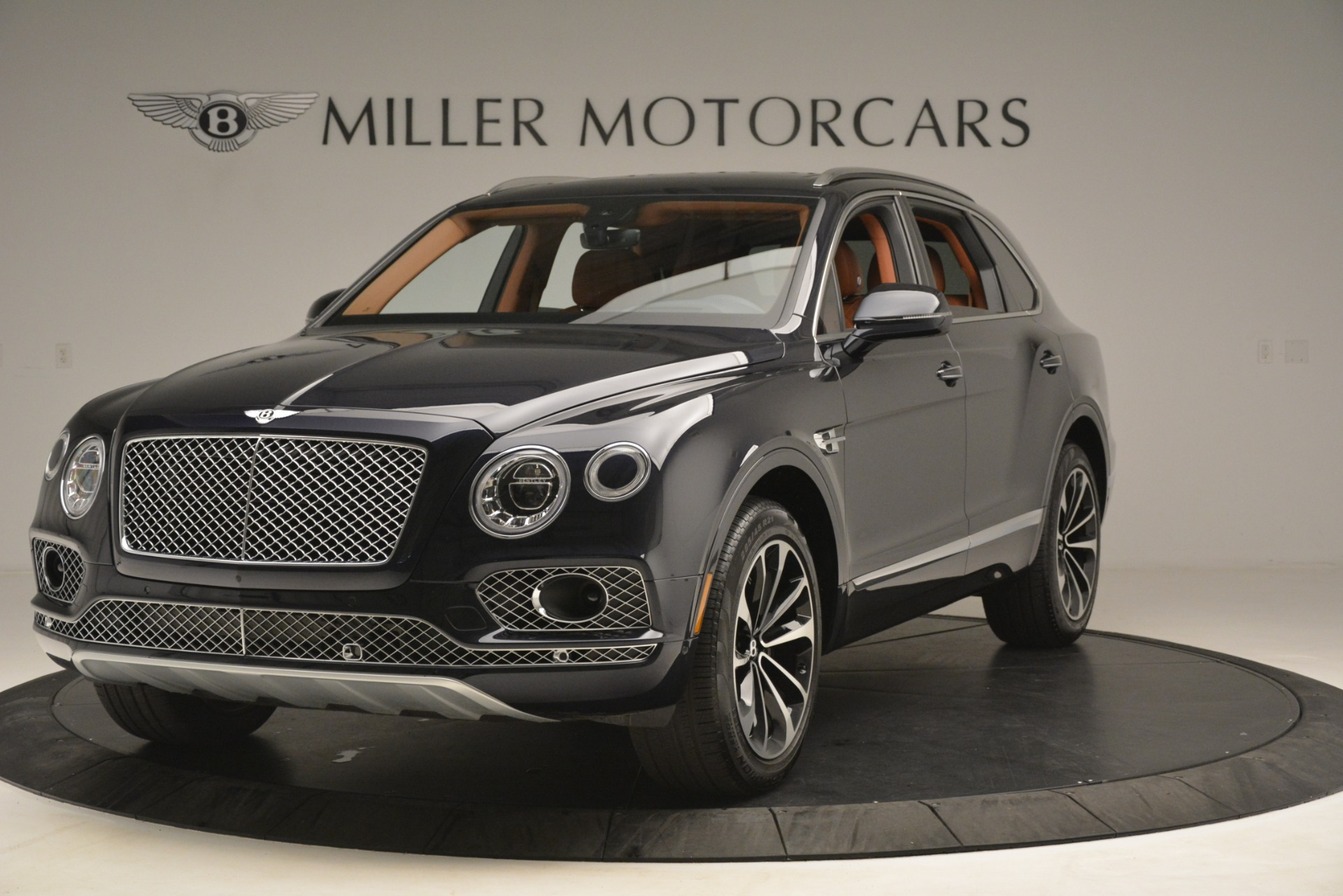 Used 2018 Bentley Bentayga Signature For Sale In Greenwich, CT 2076_p2