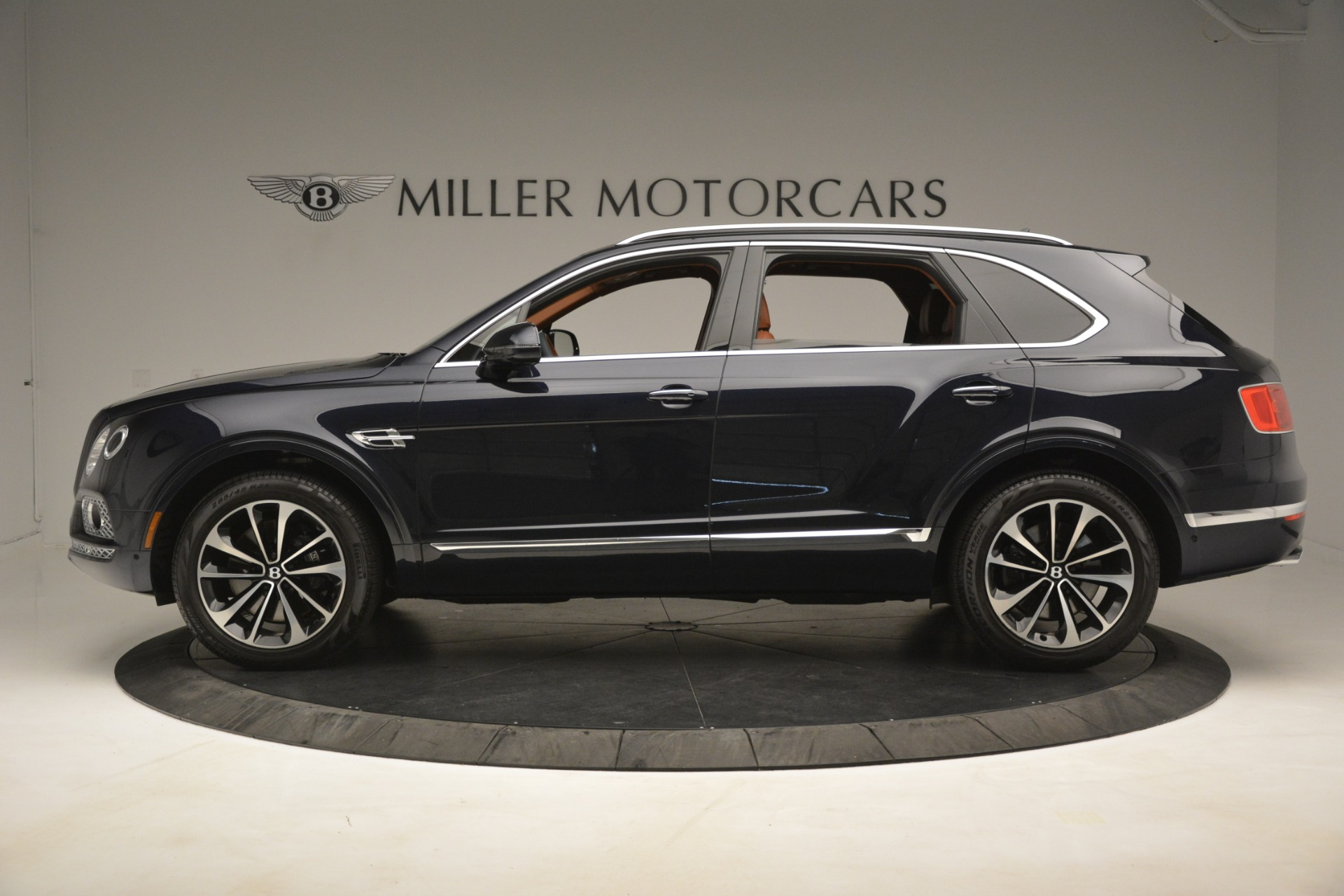 Used 2018 Bentley Bentayga Signature For Sale In Greenwich, CT 2076_p4