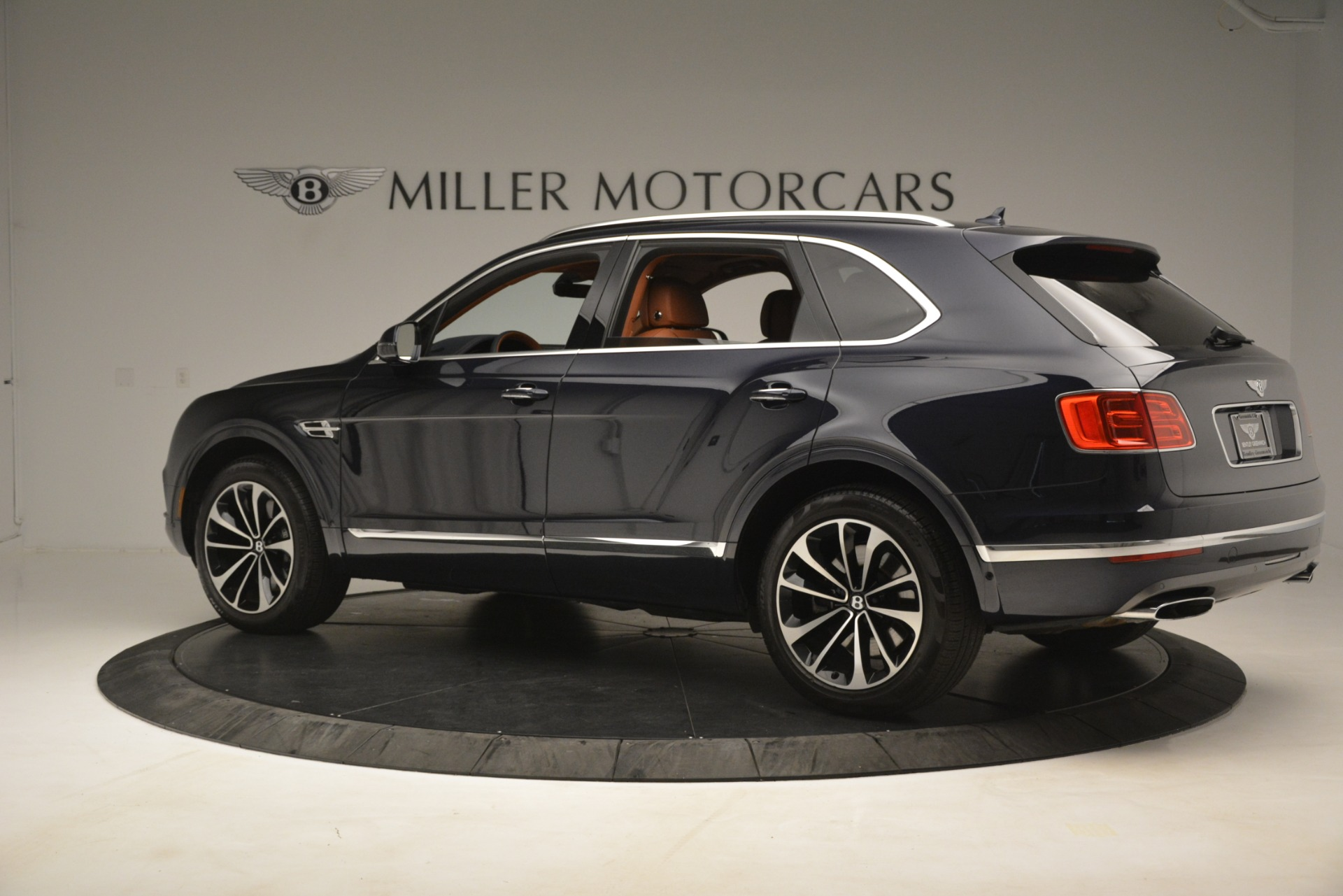 Used 2018 Bentley Bentayga Signature For Sale In Greenwich, CT 2076_p5