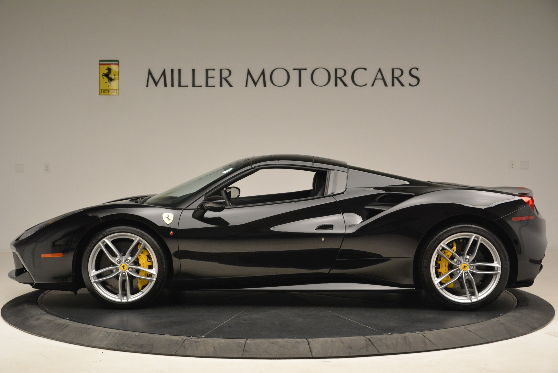Used 2016 Ferrari 488 Spider  For Sale In Greenwich, CT 2078_p15