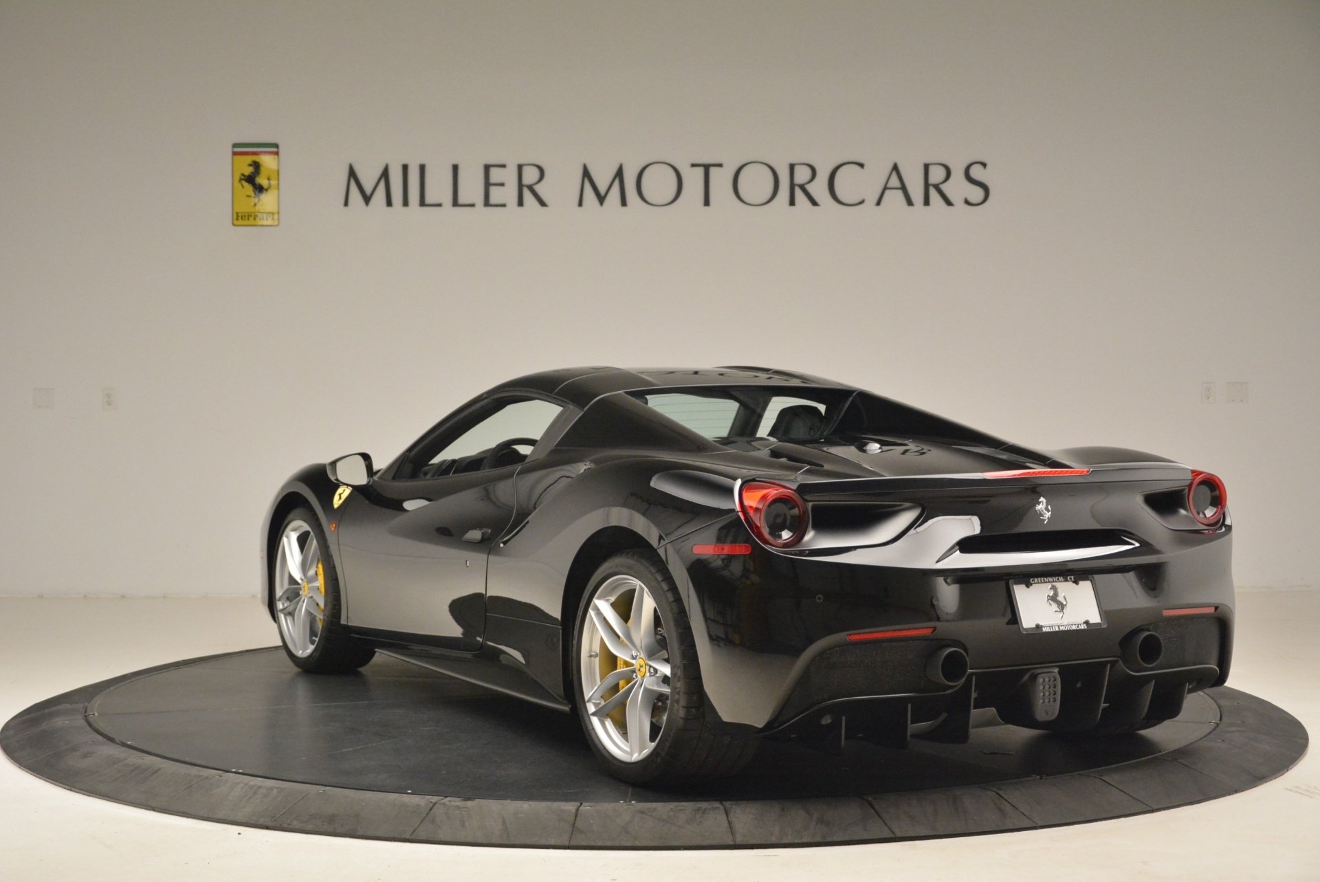 Used 2016 Ferrari 488 Spider  For Sale In Greenwich, CT 2078_p17