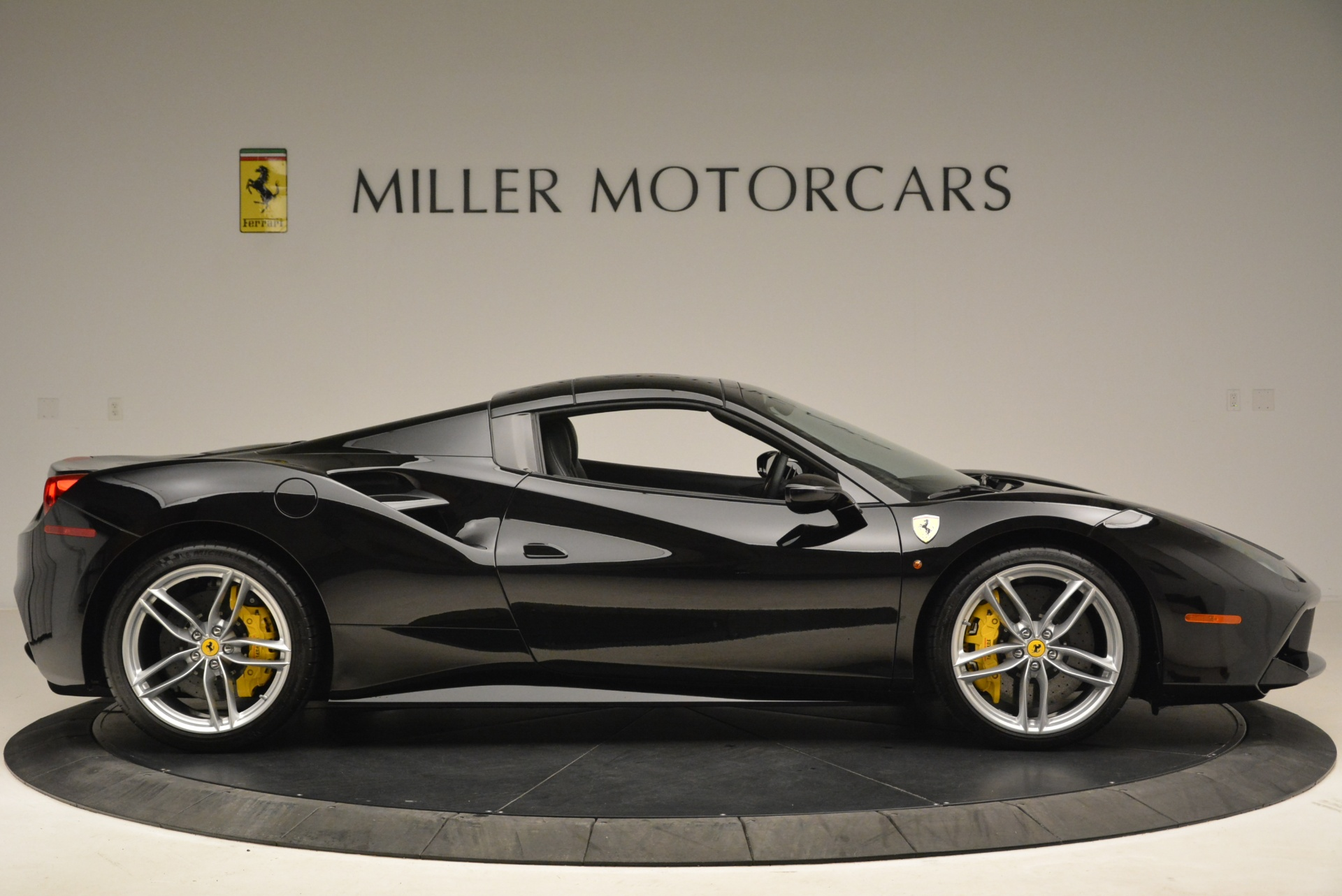 Used 2016 Ferrari 488 Spider  For Sale In Greenwich, CT 2078_p21