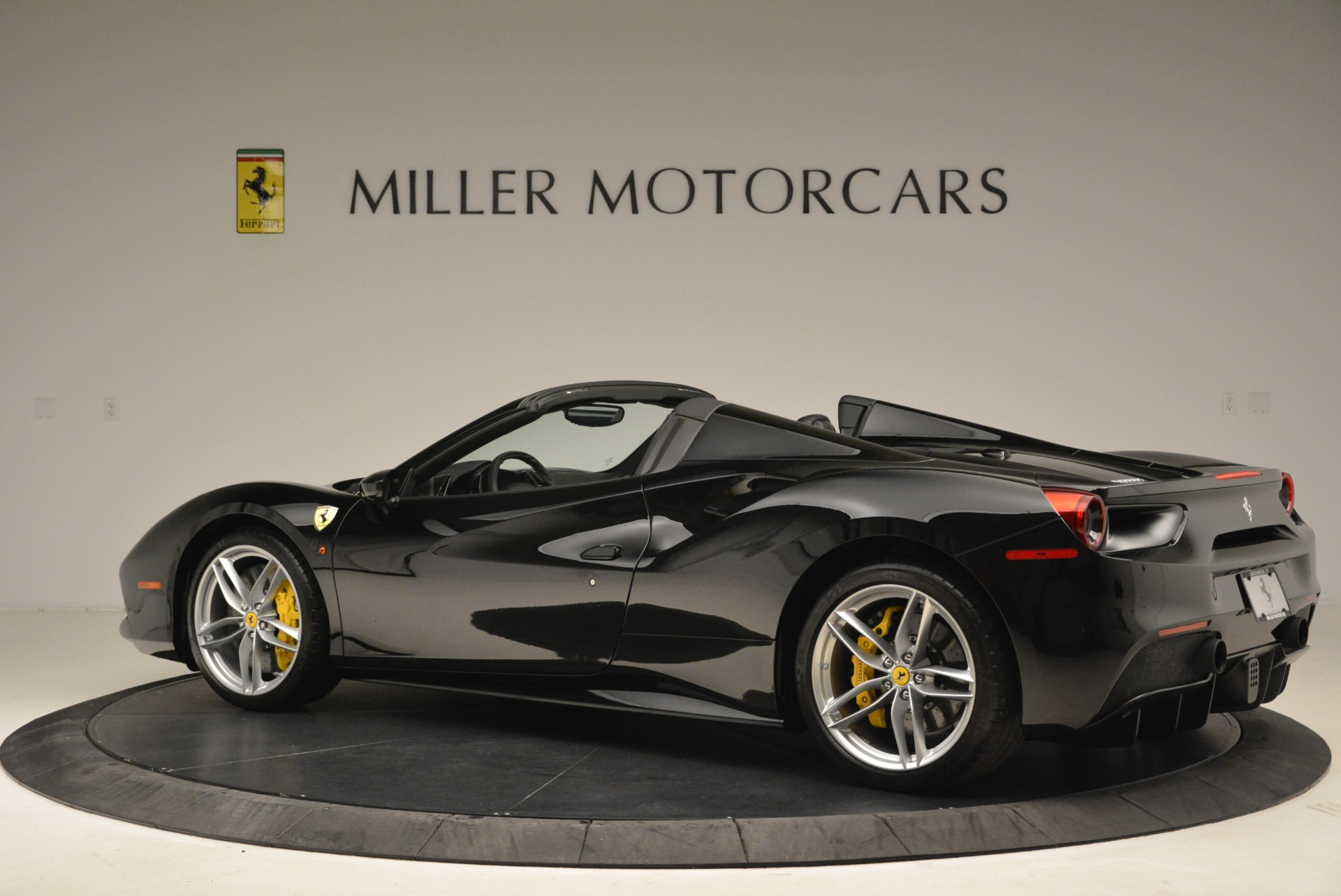 Used 2016 Ferrari 488 Spider  For Sale In Greenwich, CT 2078_p4