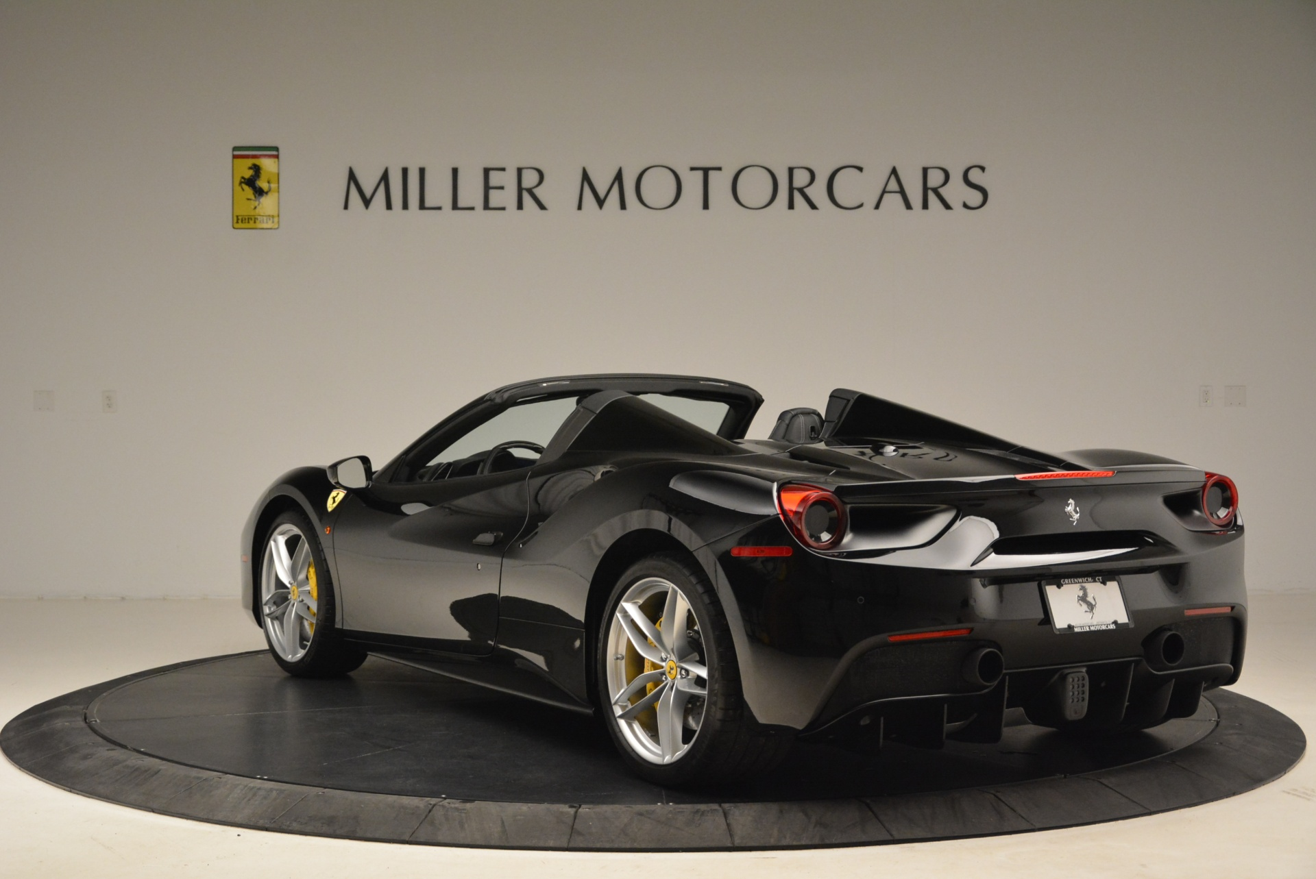 Used 2016 Ferrari 488 Spider  For Sale In Greenwich, CT 2078_p5