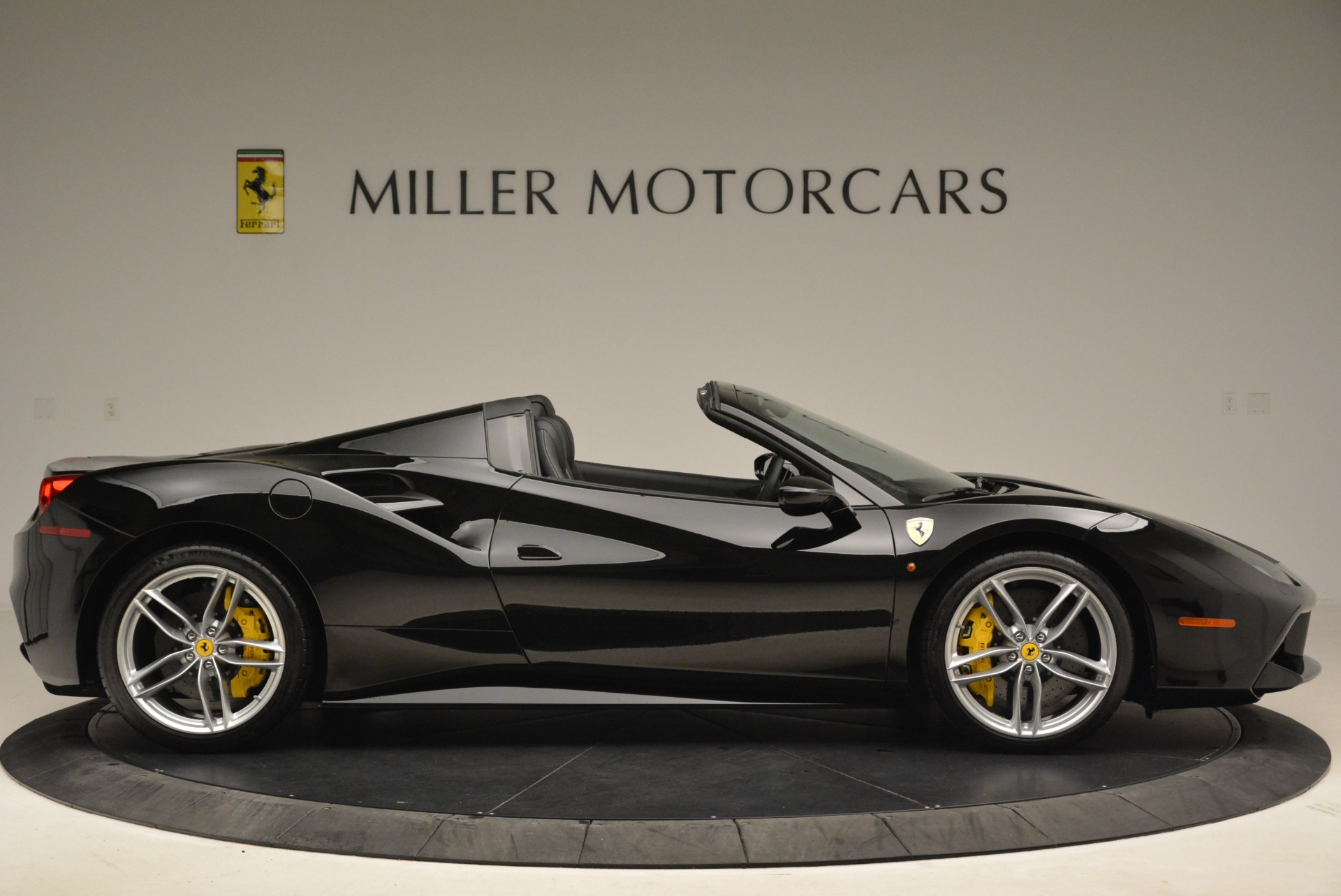 Used 2016 Ferrari 488 Spider  For Sale In Greenwich, CT 2078_p9