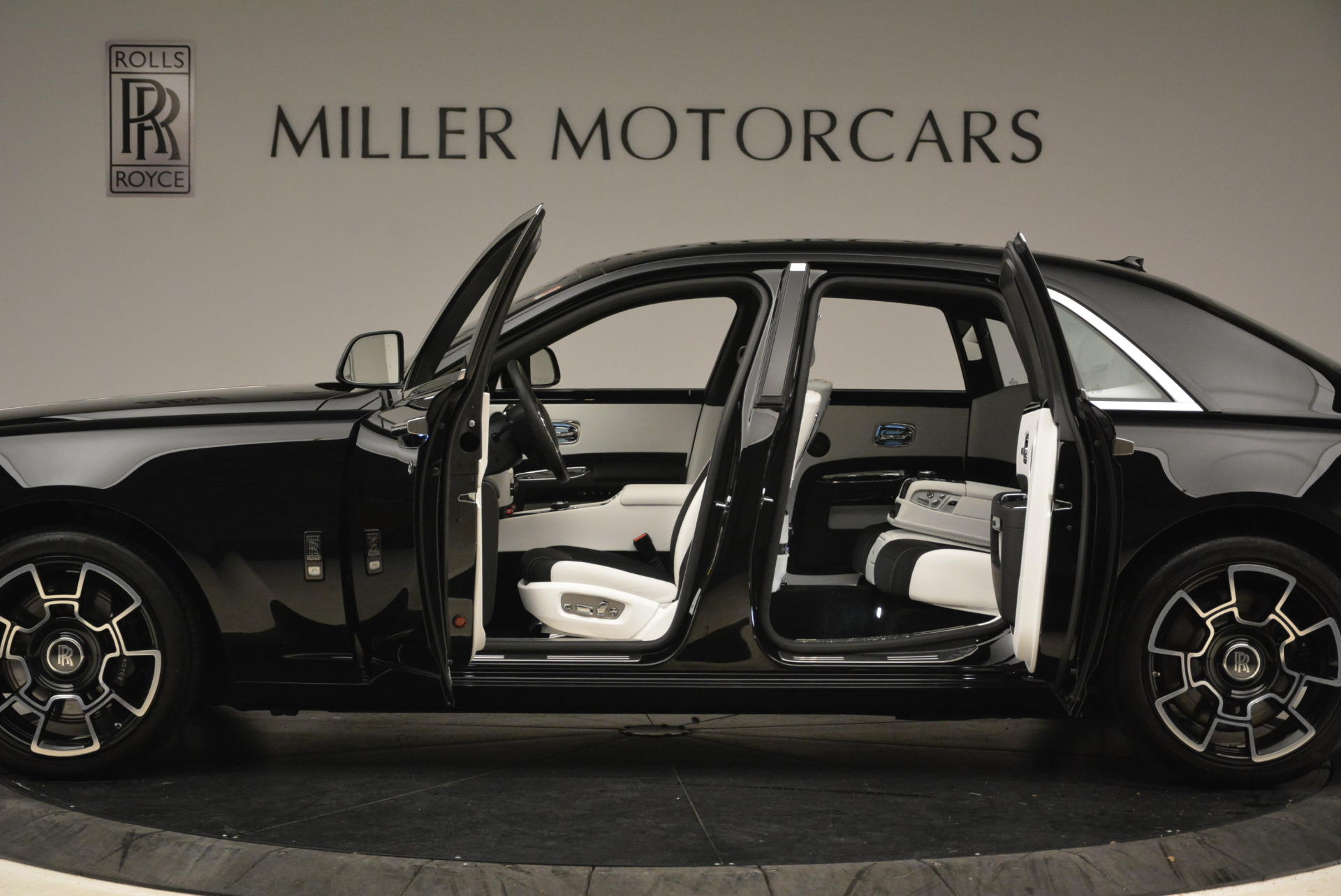 Used 2017 Rolls-Royce Ghost Black Badge For Sale In Greenwich, CT 2093_p14