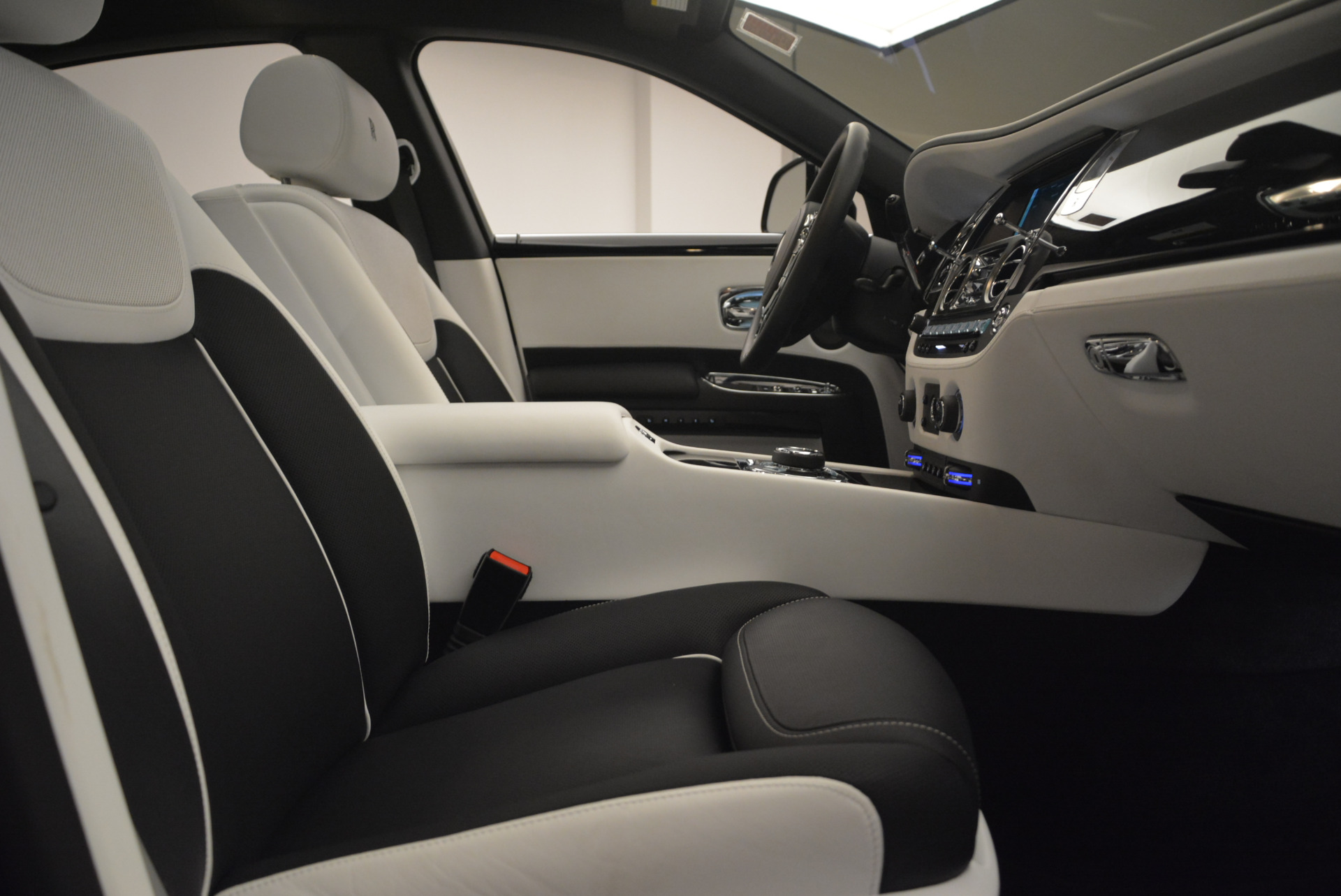 Used 2017 Rolls-Royce Ghost Black Badge For Sale In Greenwich, CT 2093_p28