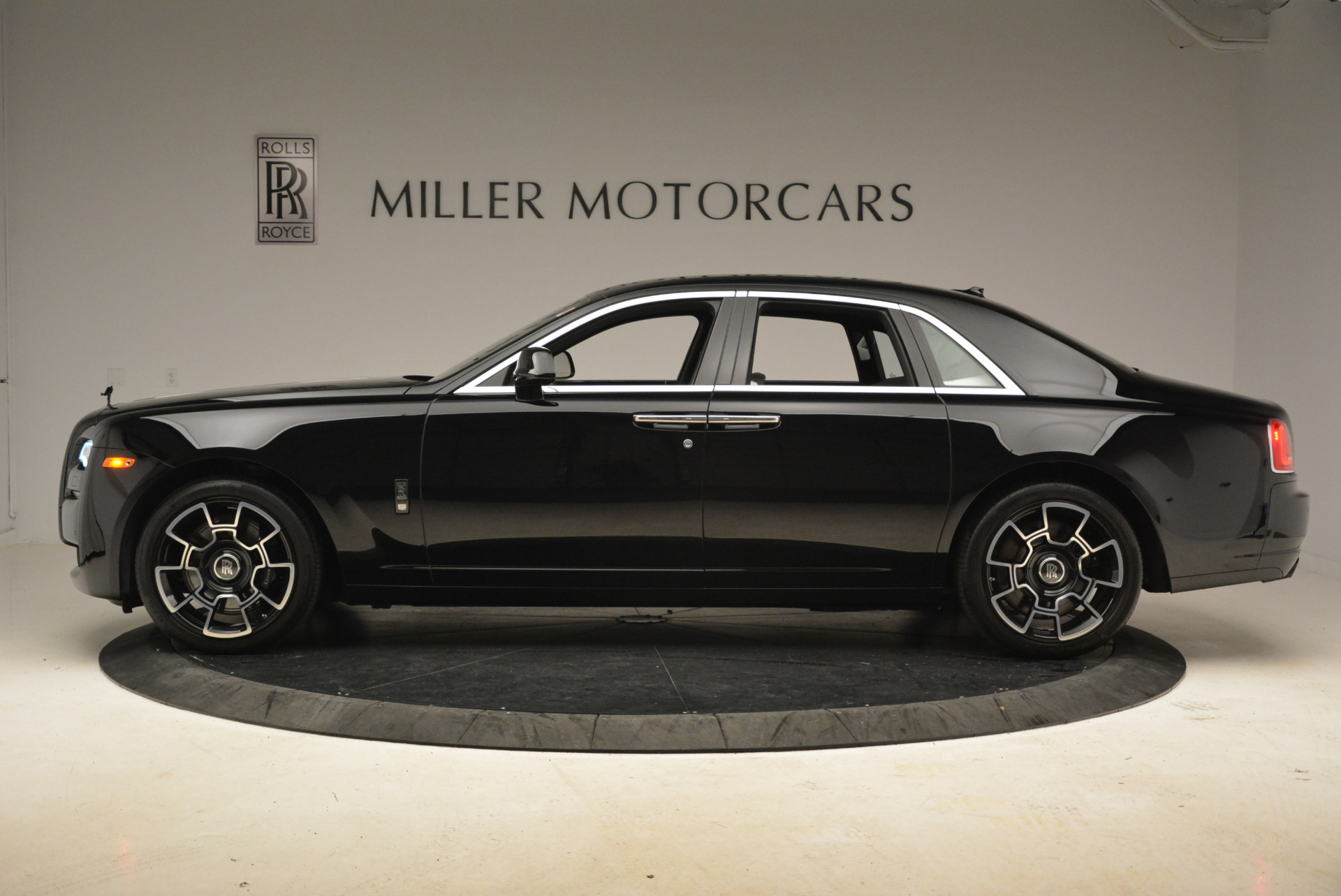 Used 2017 Rolls-Royce Ghost Black Badge For Sale In Greenwich, CT 2093_p2