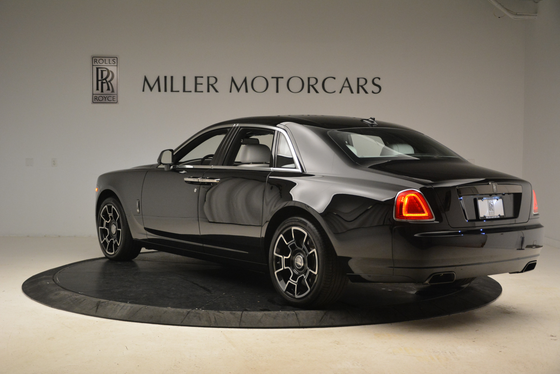 Used 2017 Rolls-Royce Ghost Black Badge For Sale In Greenwich, CT 2093_p3