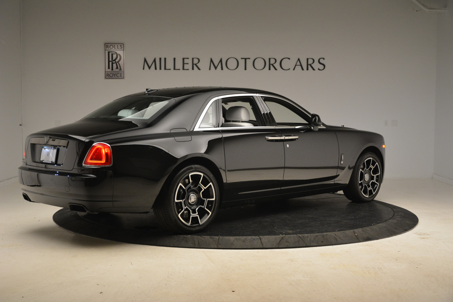 Used 2017 Rolls-Royce Ghost Black Badge For Sale In Greenwich, CT 2093_p6