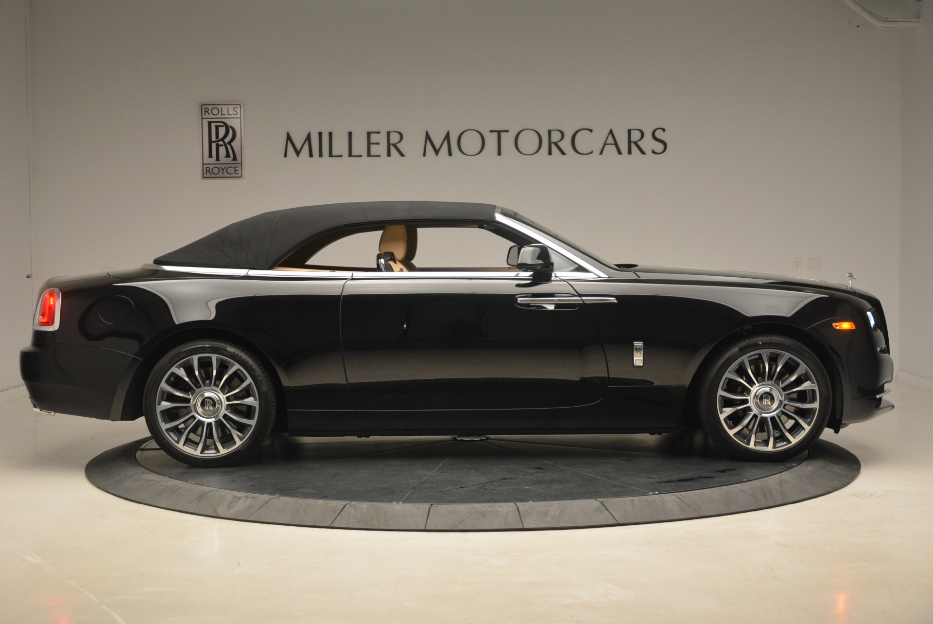 Used 2018 Rolls-Royce Dawn  For Sale In Greenwich, CT 2105_p17