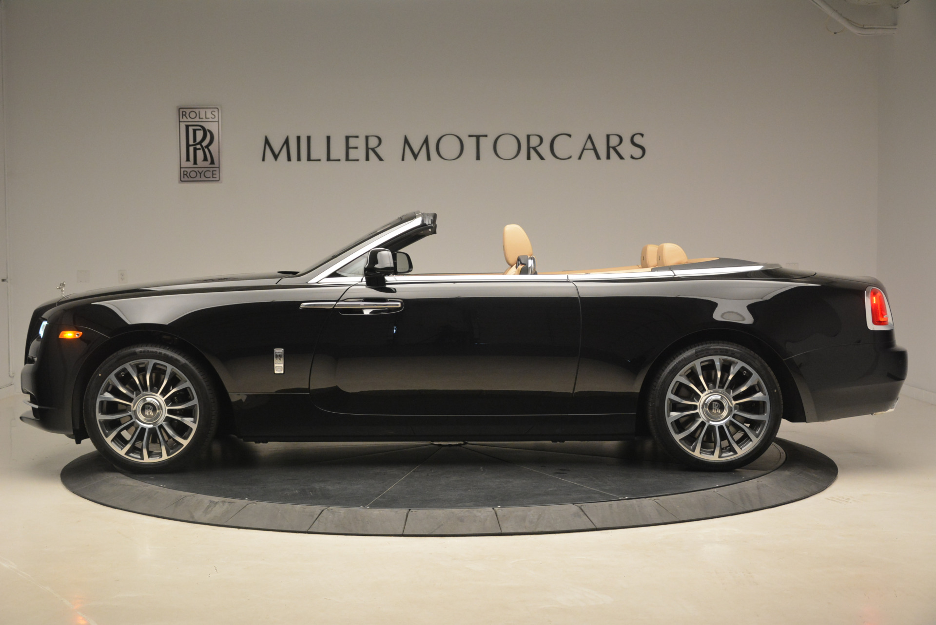 Used 2018 Rolls-Royce Dawn  For Sale In Greenwich, CT 2105_p3