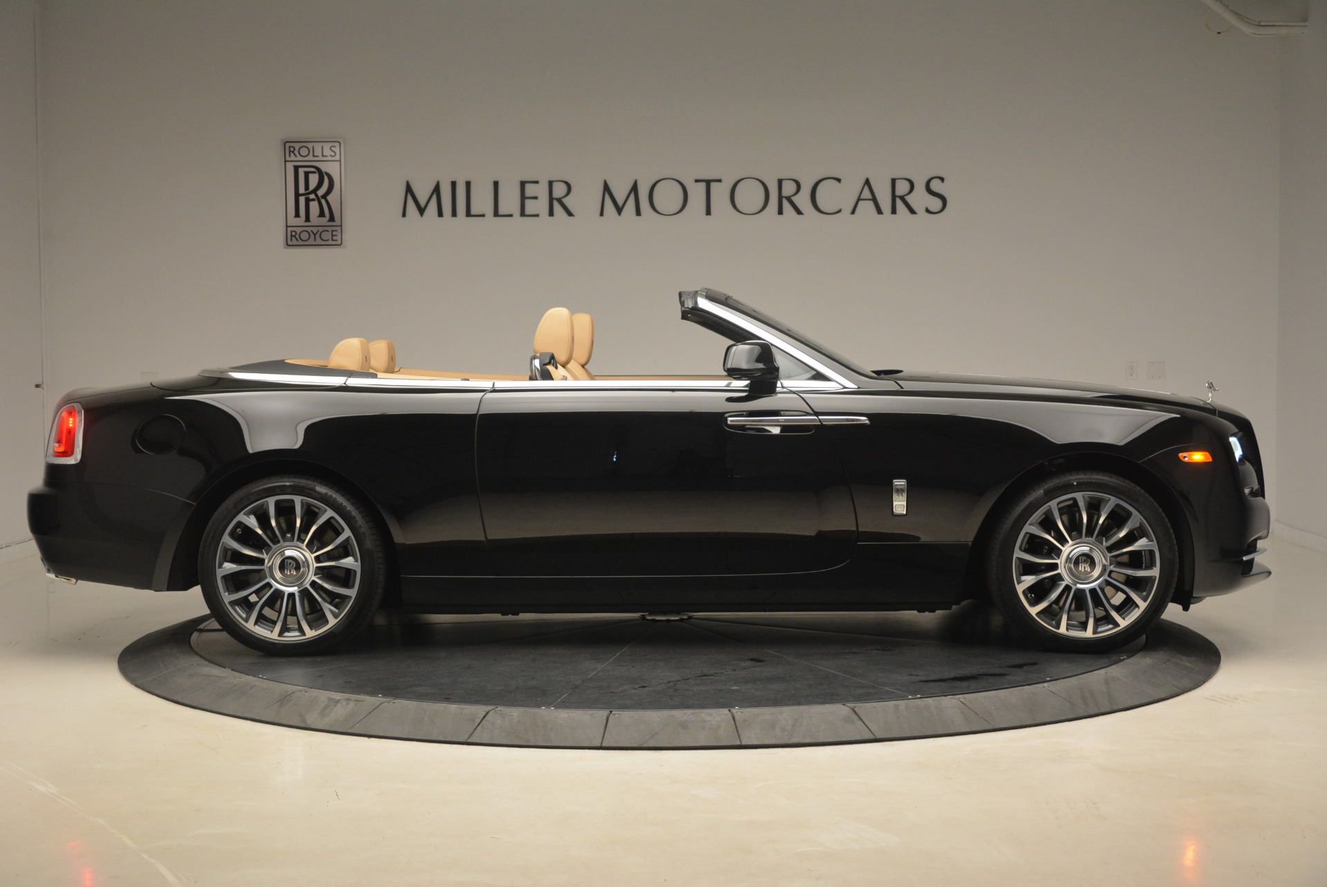 Used 2018 Rolls-Royce Dawn  For Sale In Greenwich, CT 2105_p8