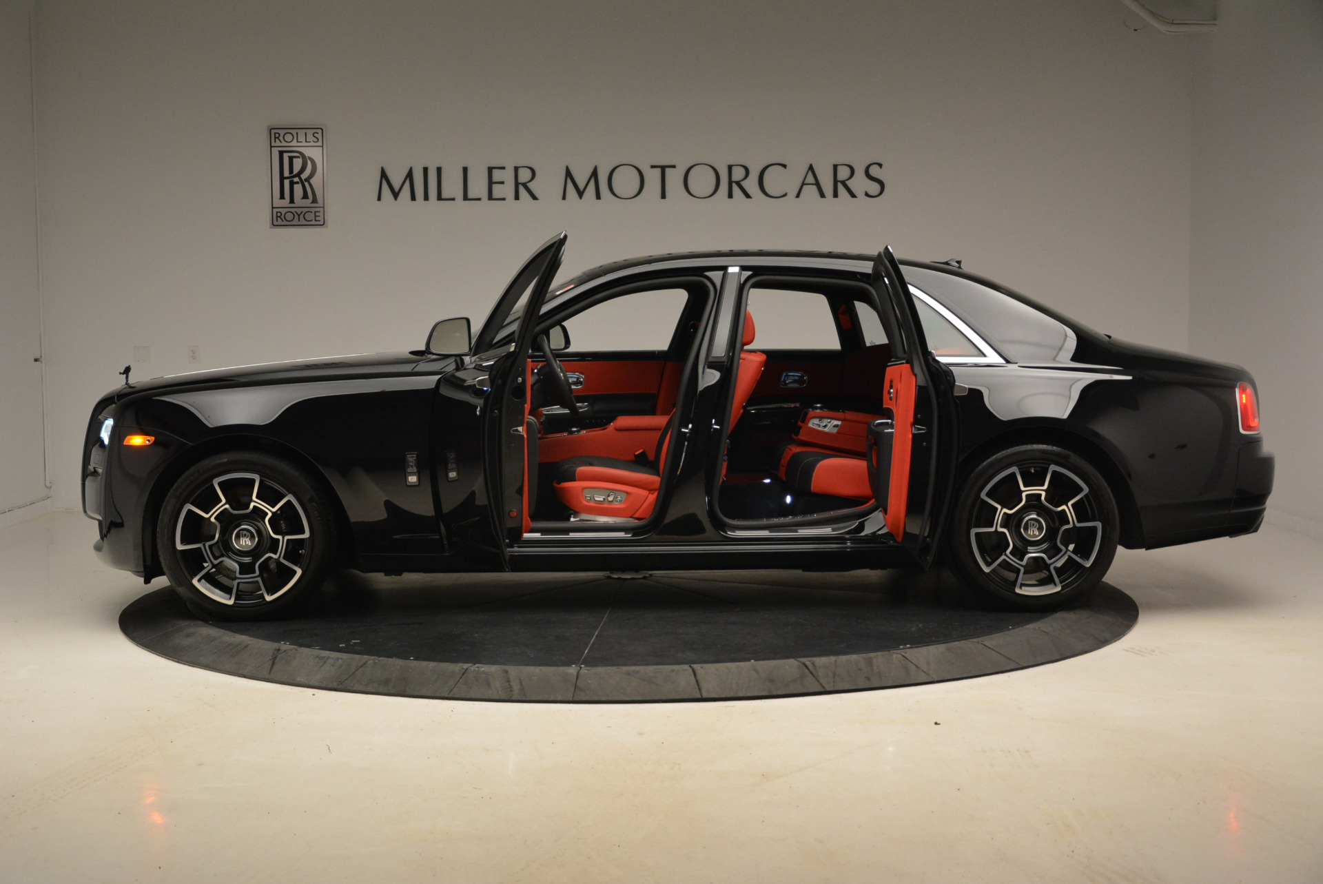 Used 2017 Rolls-Royce Ghost Black Badge For Sale In Greenwich, CT 2154_p3