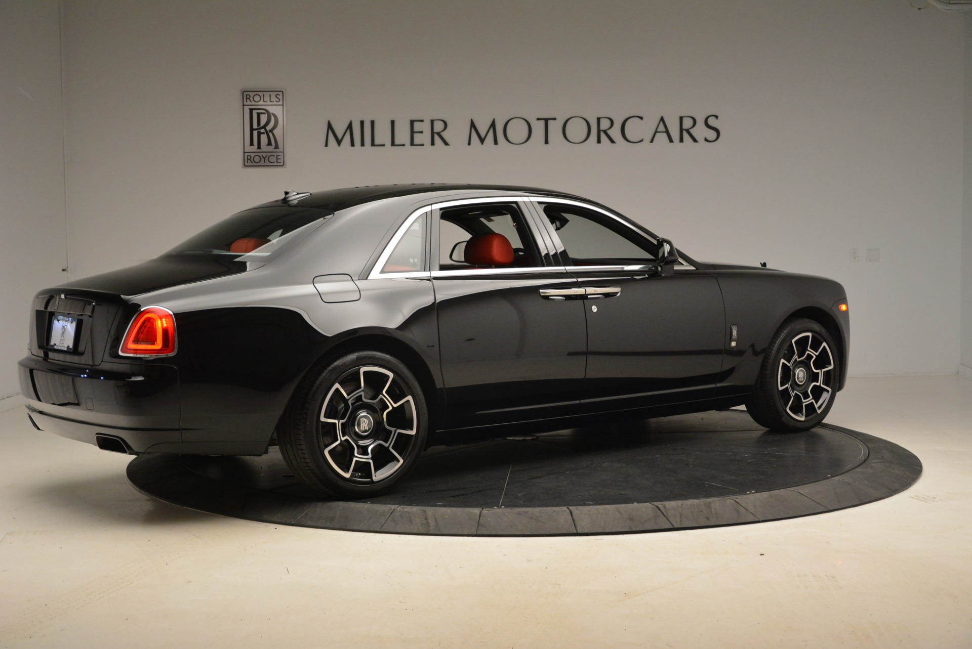 Used 2017 Rolls-Royce Ghost Black Badge For Sale In Greenwich, CT 2154_p8