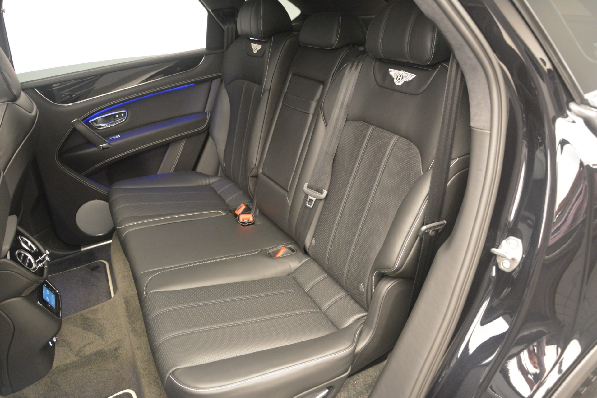 New 2019 Bentley Bentayga V8 For Sale In Greenwich, CT 2160_p24
