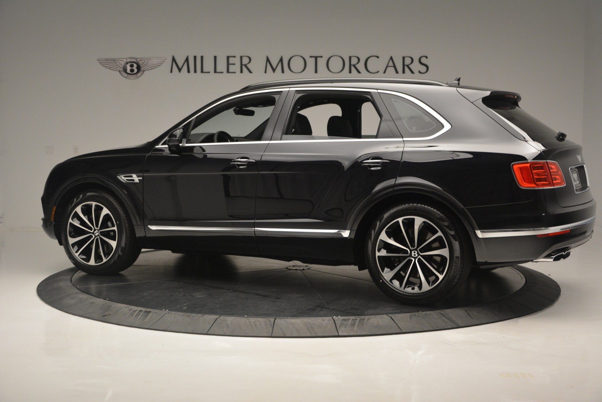 New 2019 Bentley Bentayga V8 For Sale In Greenwich, CT 2160_p4