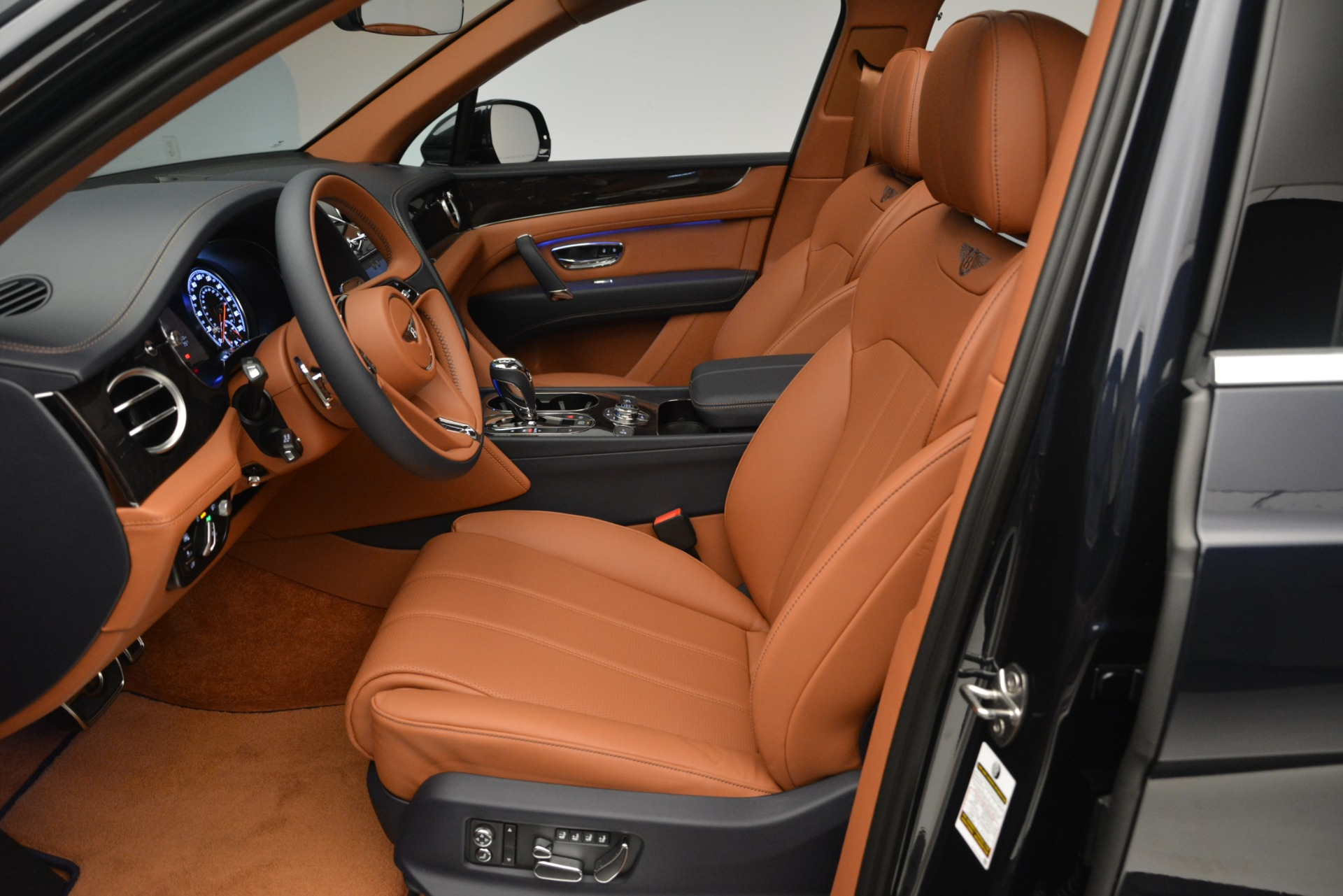 New 2019 Bentley Bentayga V8 For Sale In Greenwich, CT 2163_p18