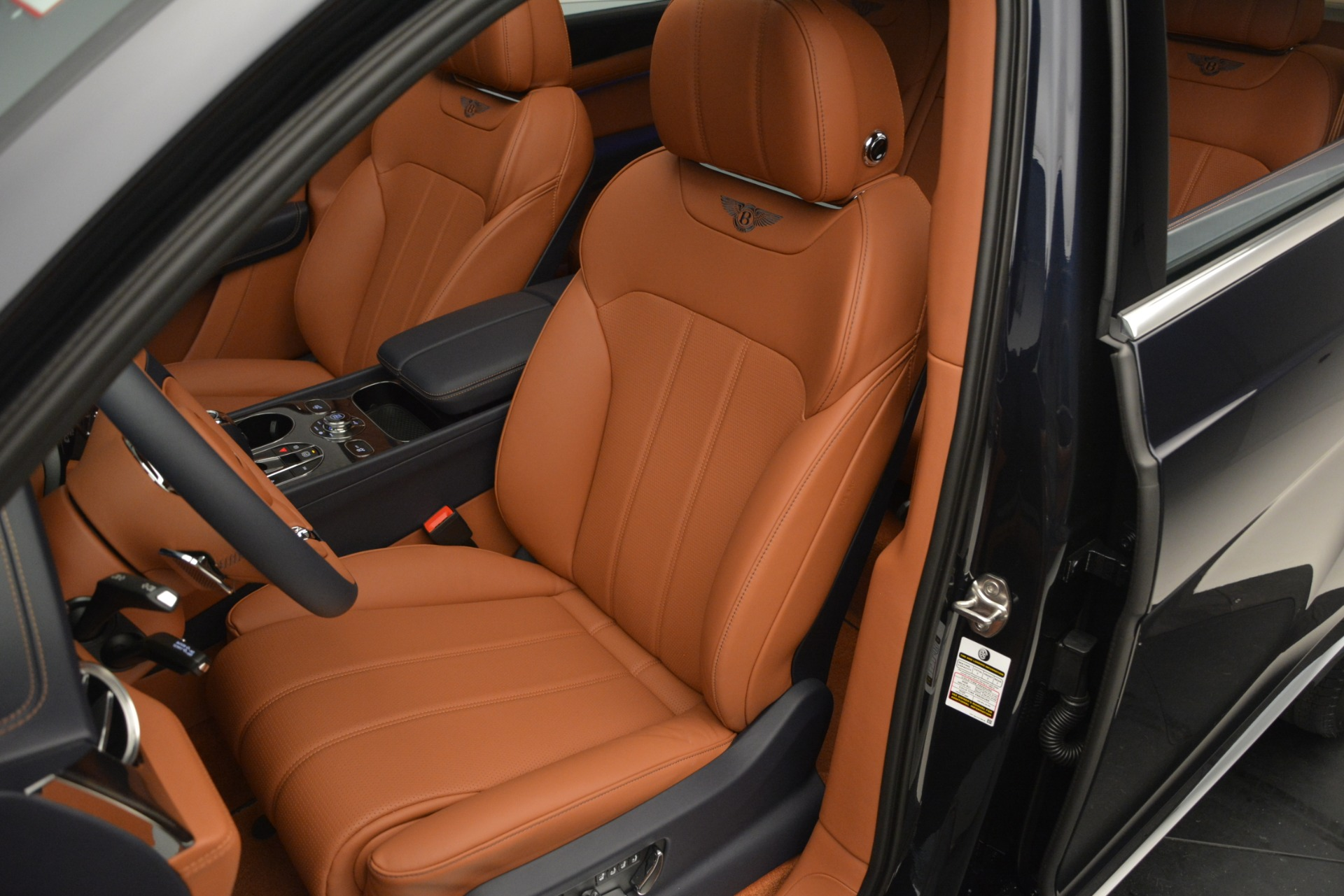 New 2019 Bentley Bentayga V8 For Sale In Greenwich, CT 2163_p19