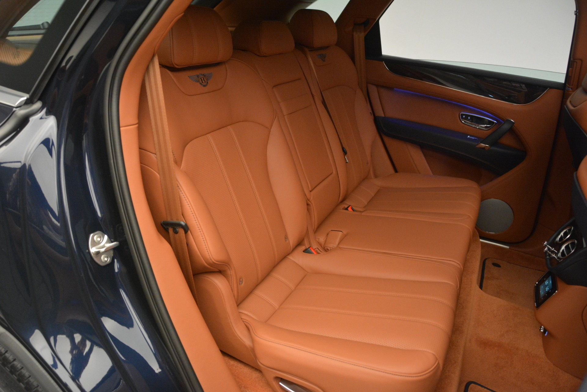 New 2019 Bentley Bentayga V8 For Sale In Greenwich, CT 2163_p27