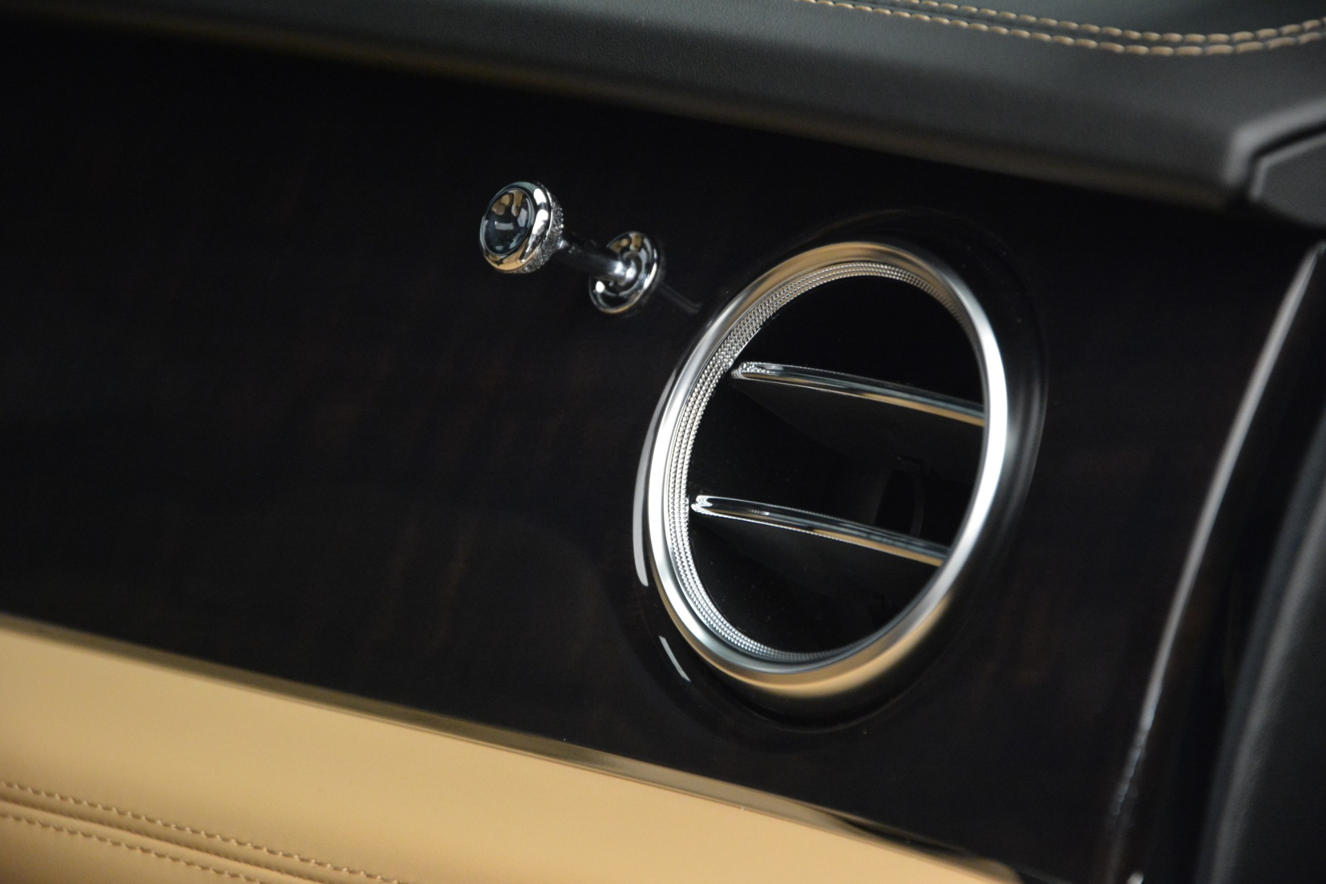 New 2019 Bentley Bentayga V8 For Sale In Greenwich, CT 2164_p24