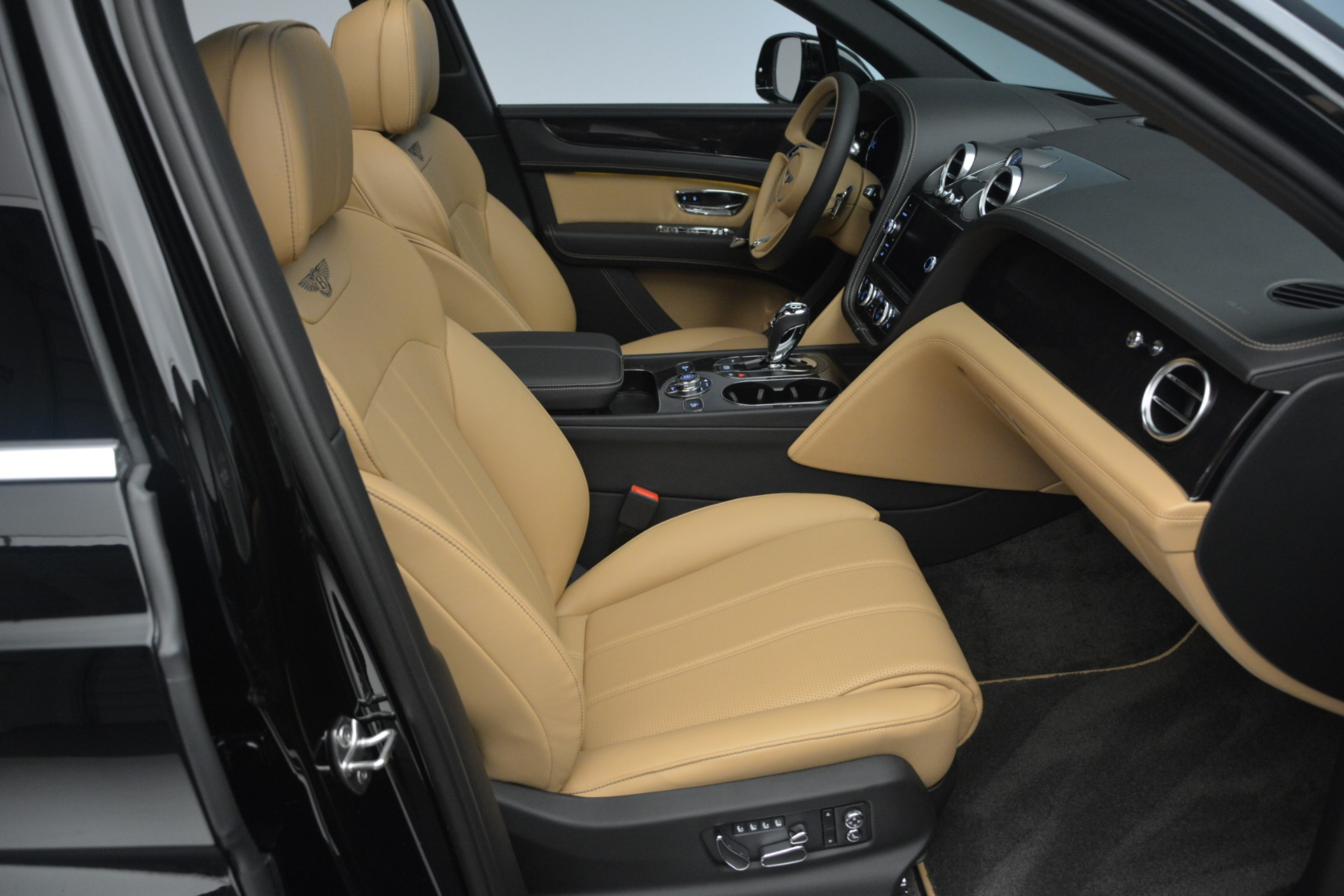 New 2019 Bentley Bentayga V8 For Sale In Greenwich, CT 2164_p28