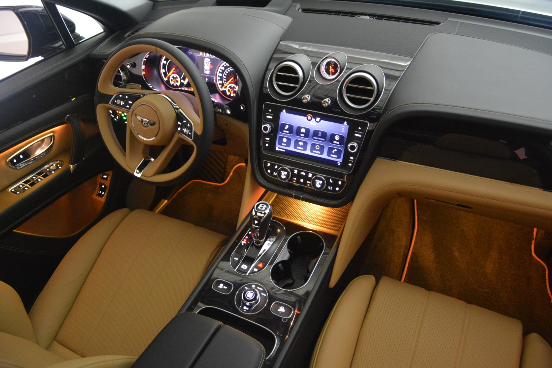 New 2019 Bentley Bentayga V8 For Sale In Greenwich, CT 2164_p31