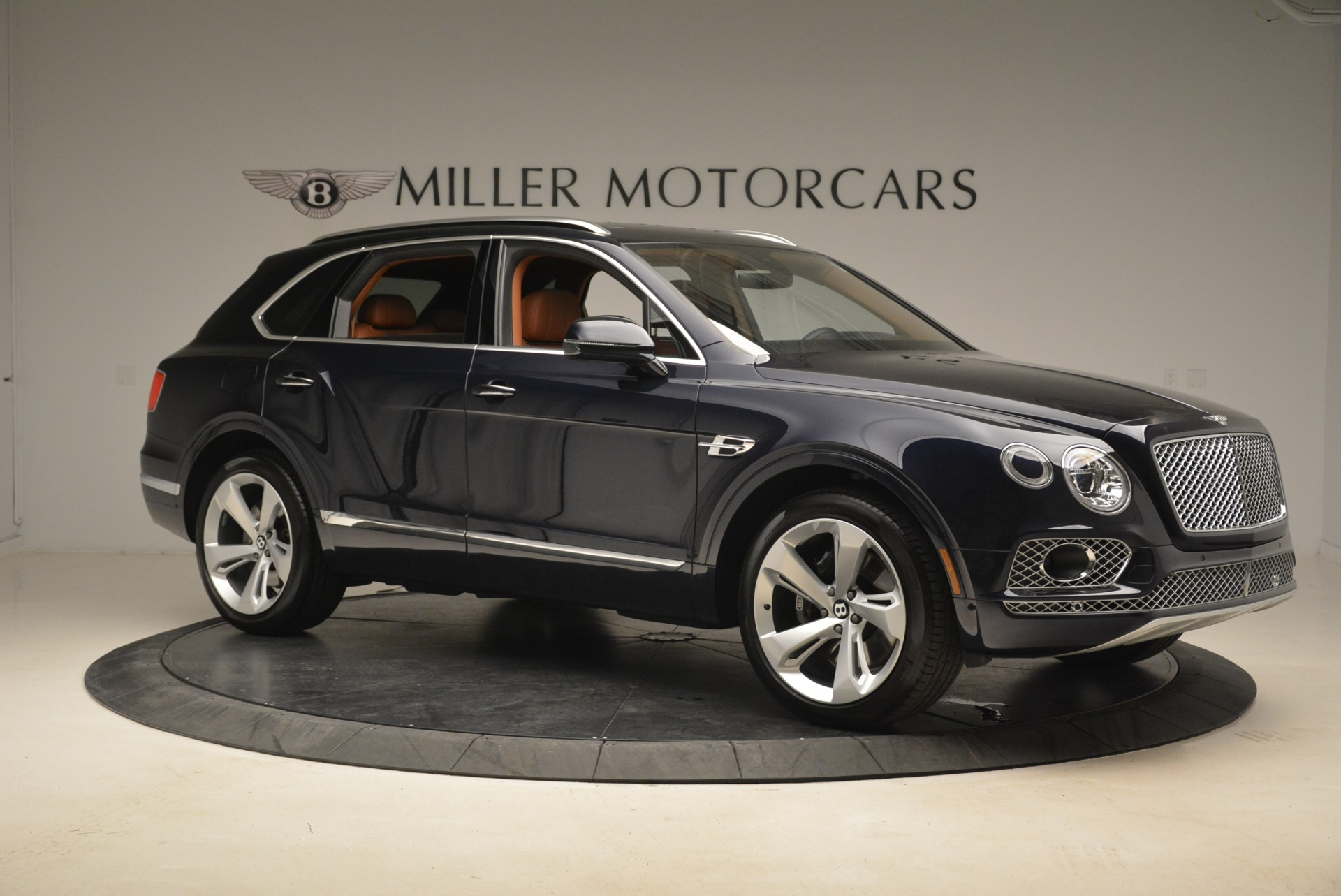 Used 2018 Bentley Bentayga W12 Signature For Sale In Greenwich, CT 2165_p10