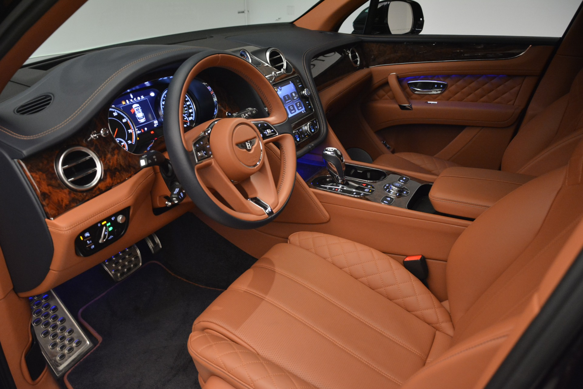 Used 2018 Bentley Bentayga W12 Signature For Sale In Greenwich, CT 2165_p17