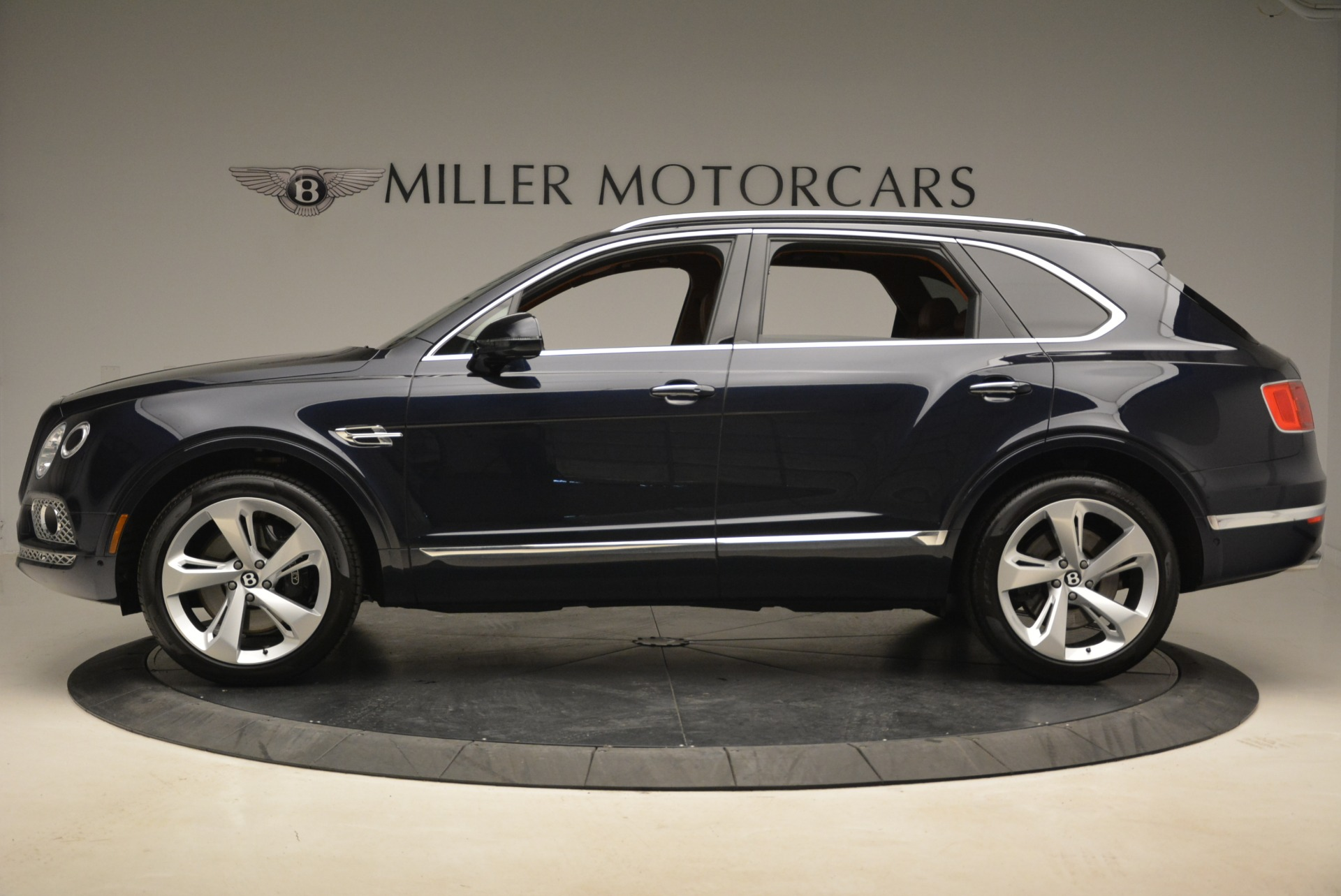 Used 2018 Bentley Bentayga W12 Signature For Sale In Greenwich, CT 2165_p3