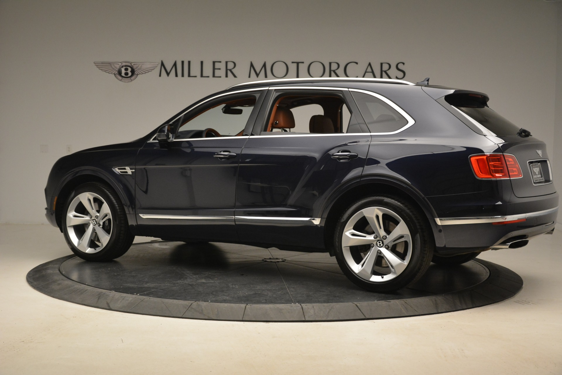 Used 2018 Bentley Bentayga W12 Signature For Sale In Greenwich, CT 2165_p4