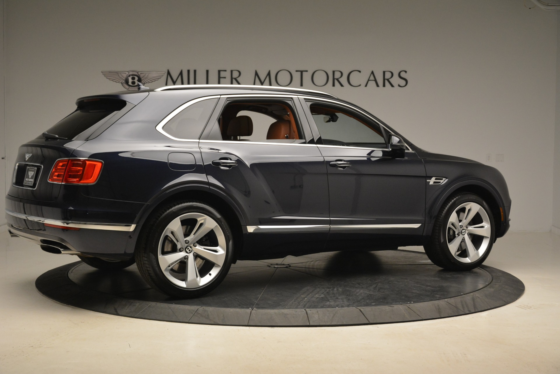 Used 2018 Bentley Bentayga W12 Signature For Sale In Greenwich, CT 2165_p8