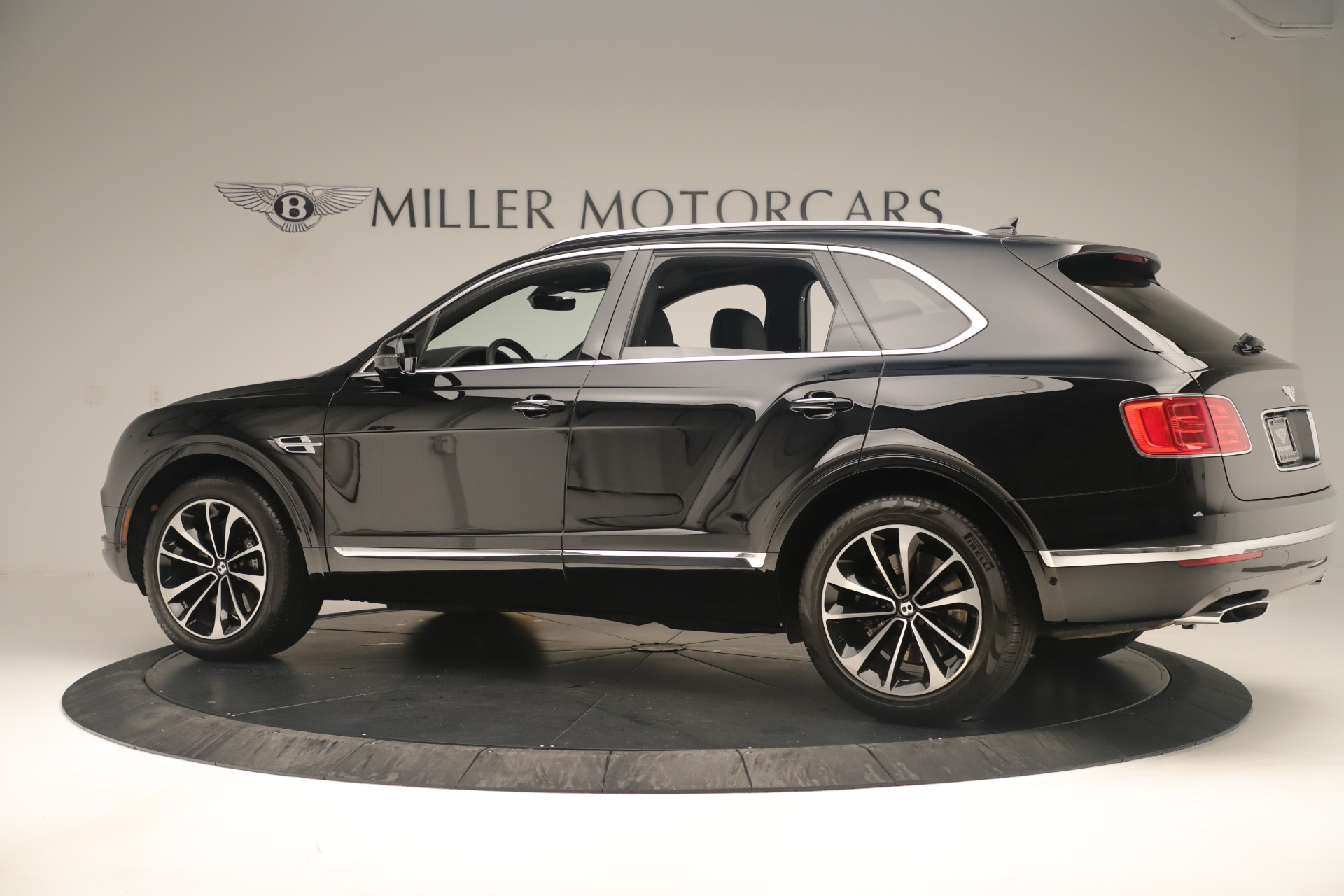 Used 2018 Bentley Bentayga W12 Signature For Sale In Greenwich, CT 2167_p4