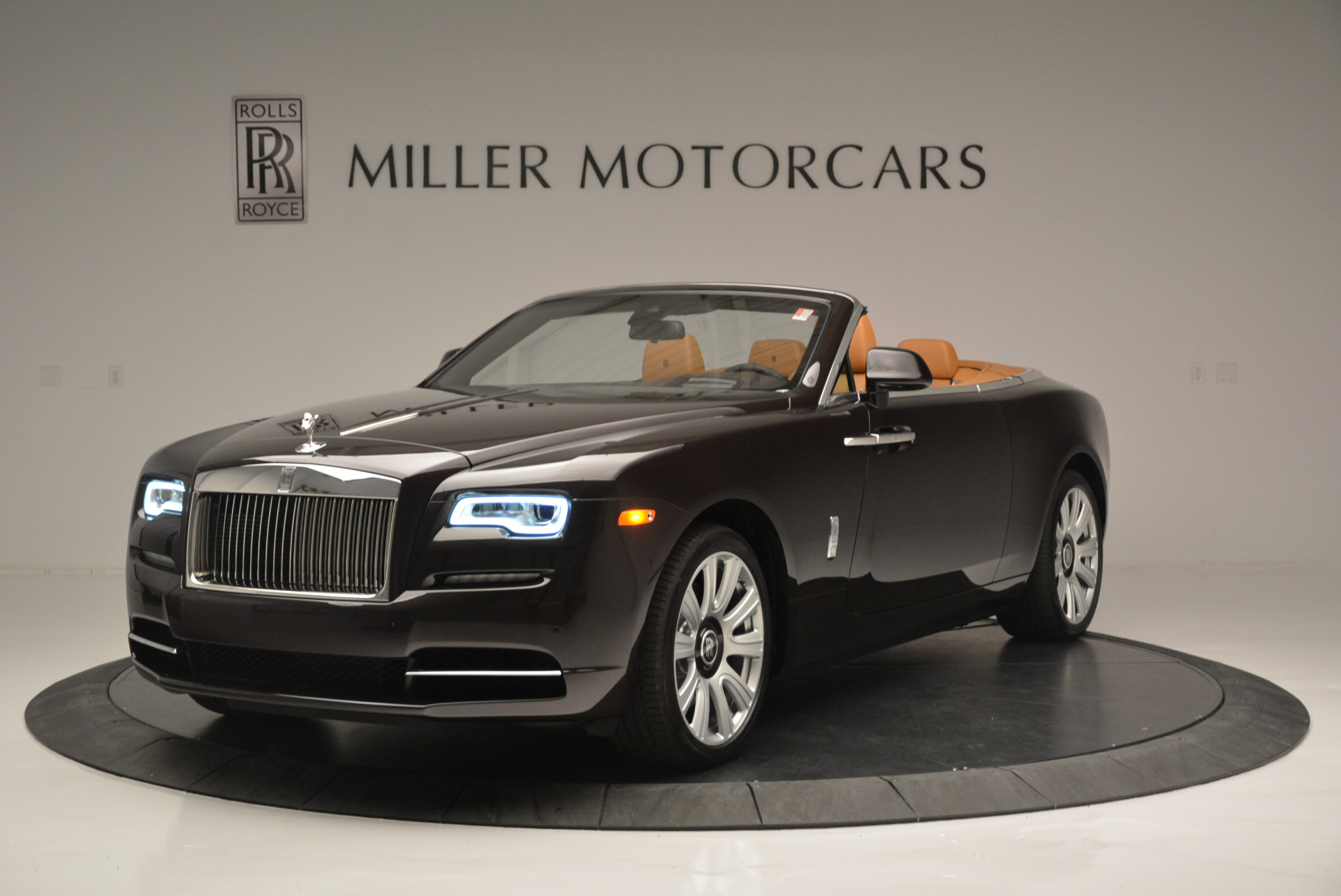 Used 2018 Rolls-Royce Dawn  For Sale In Greenwich, CT 2178_main