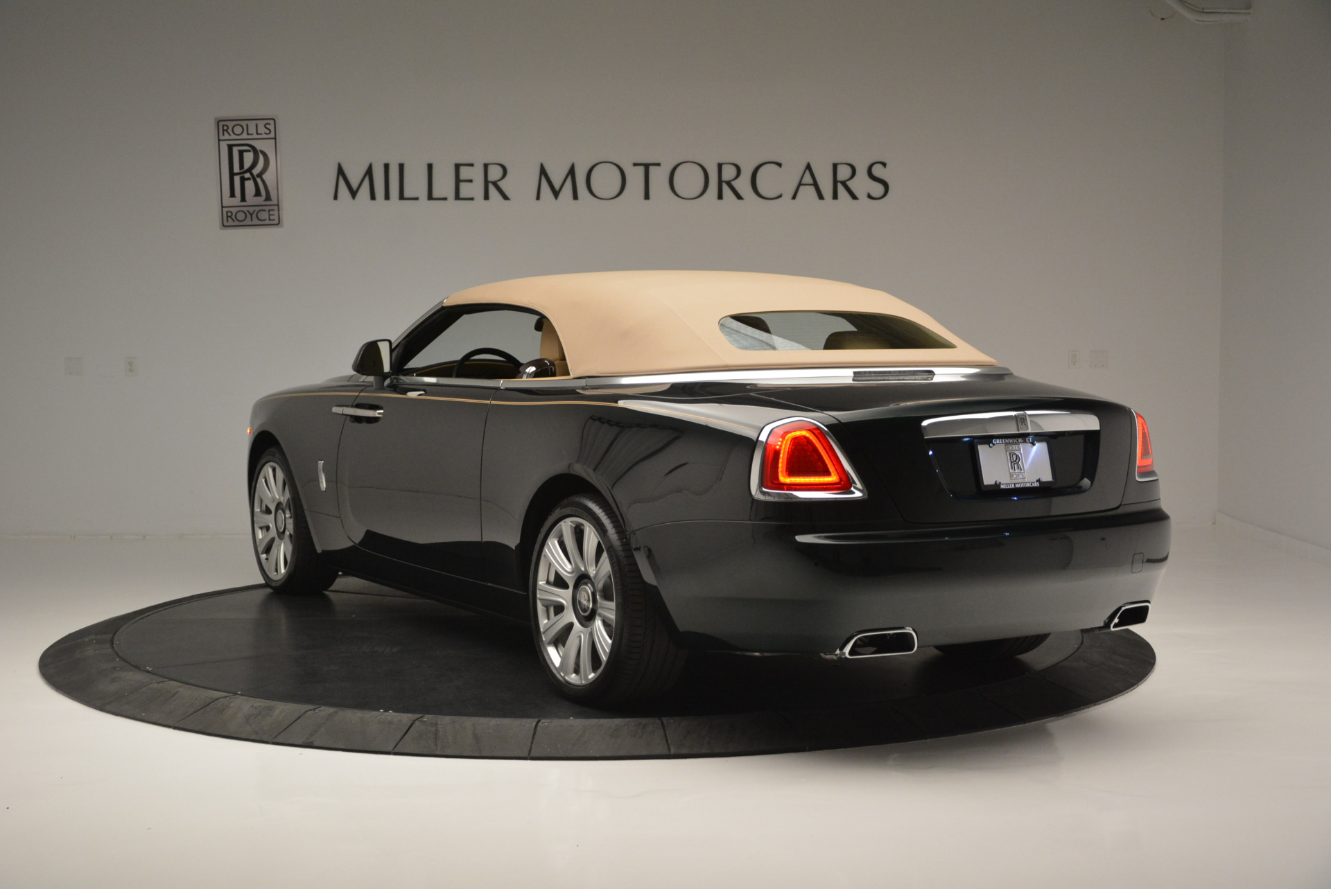 Used 2018 Rolls-Royce Dawn  For Sale In Greenwich, CT 2179_p12