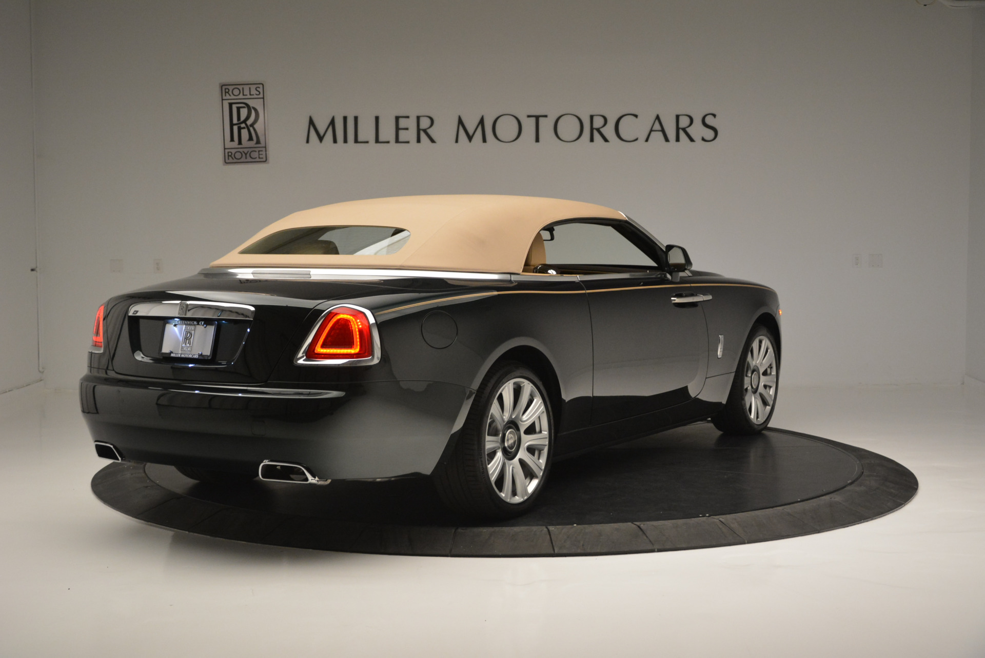 Used 2018 Rolls-Royce Dawn  For Sale In Greenwich, CT 2179_p14