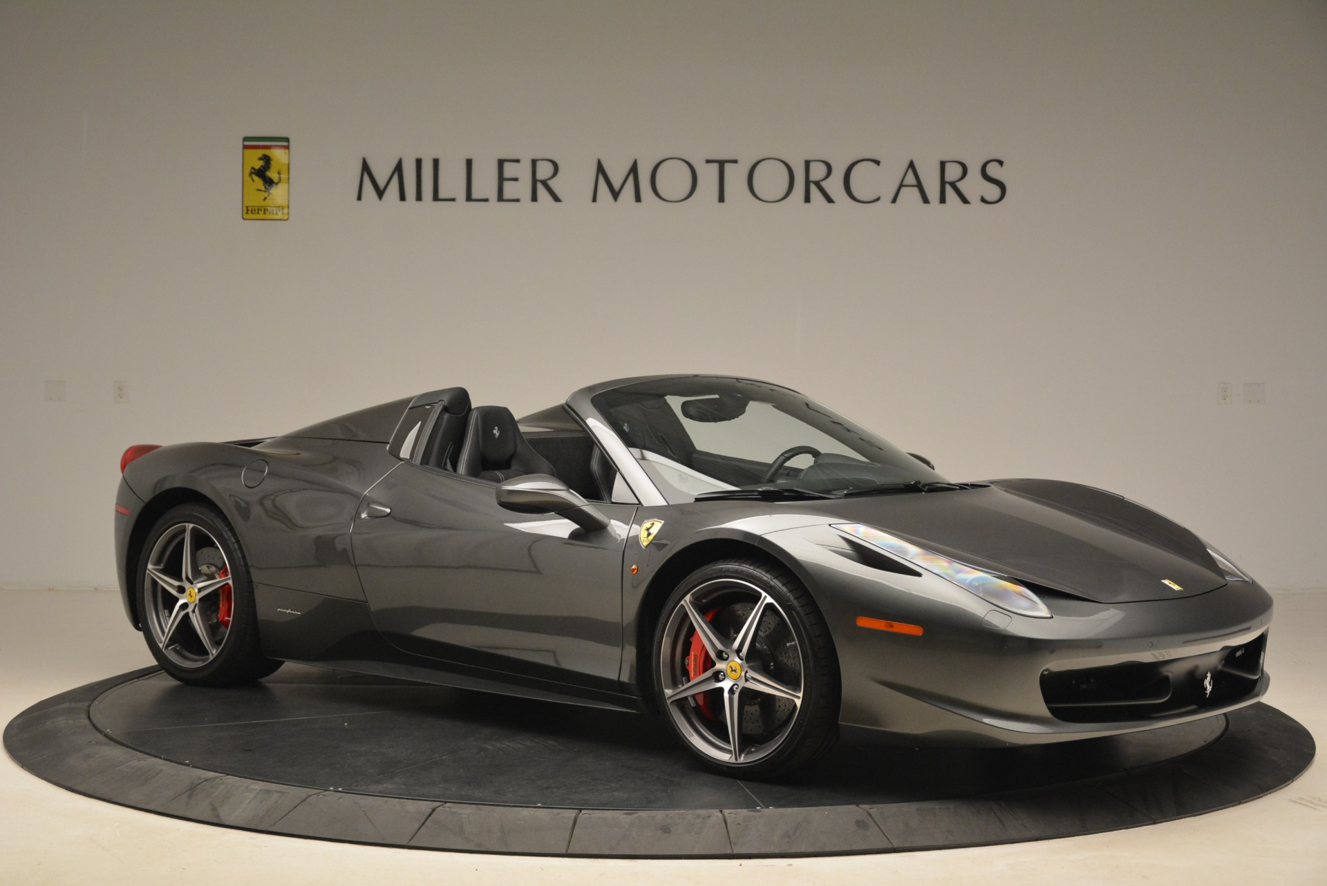 Used 2013 Ferrari 458 Spider  For Sale In Greenwich, CT 2202_p10