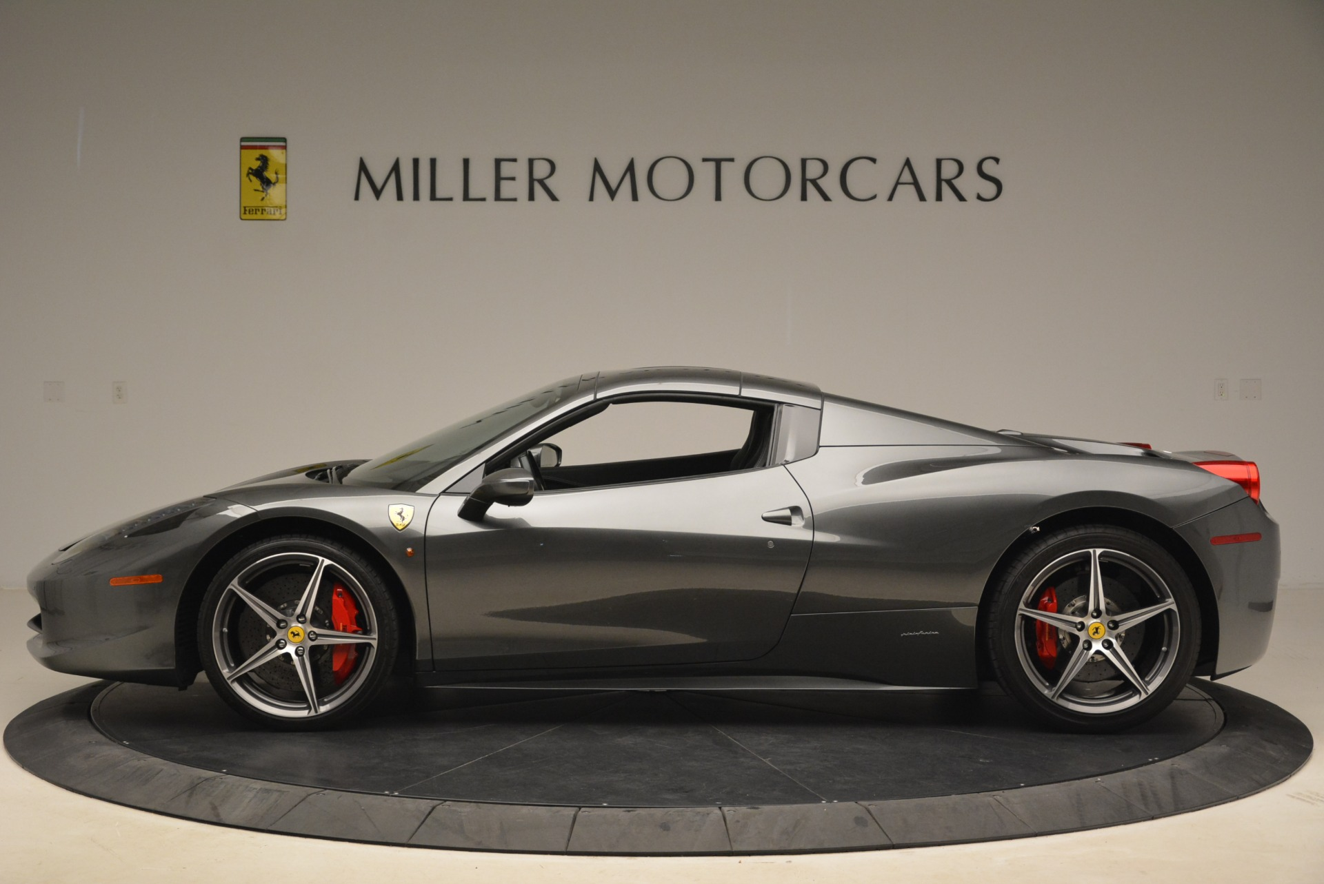 Used 2013 Ferrari 458 Spider  For Sale In Greenwich, CT 2202_p15