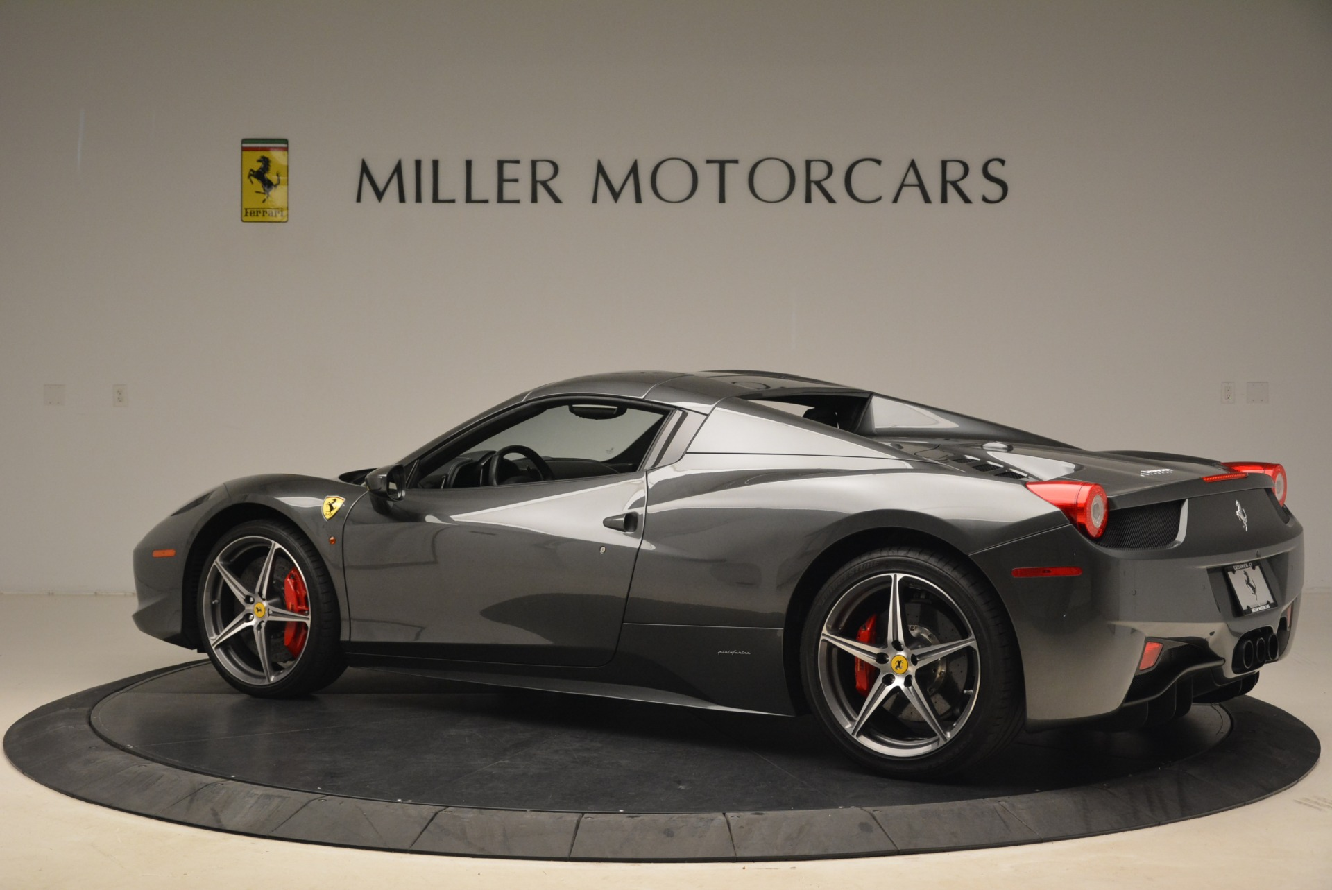 Used 2013 Ferrari 458 Spider  For Sale In Greenwich, CT 2202_p16