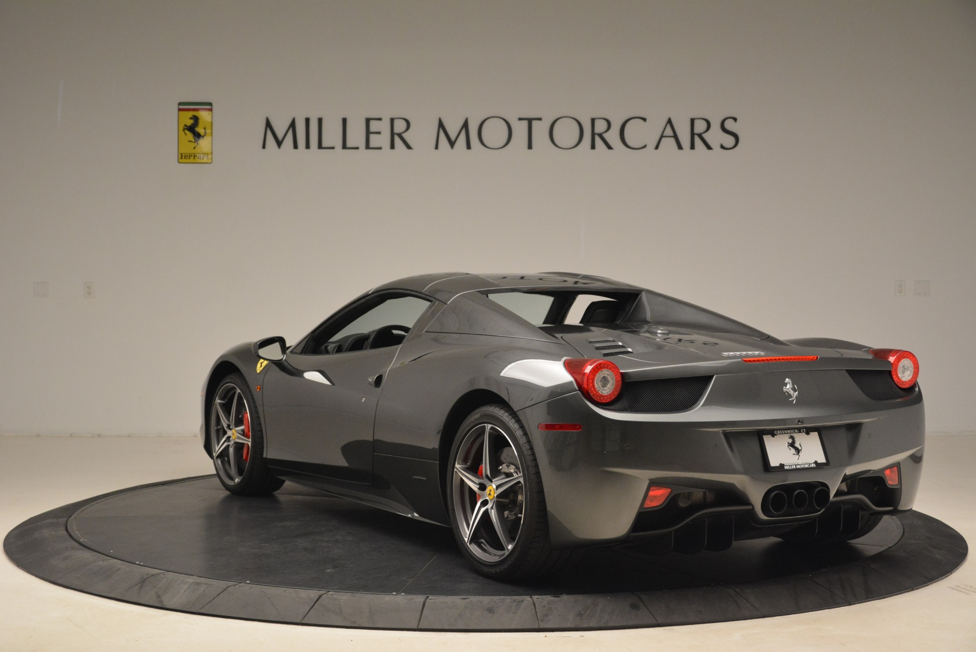 Used 2013 Ferrari 458 Spider  For Sale In Greenwich, CT 2202_p17