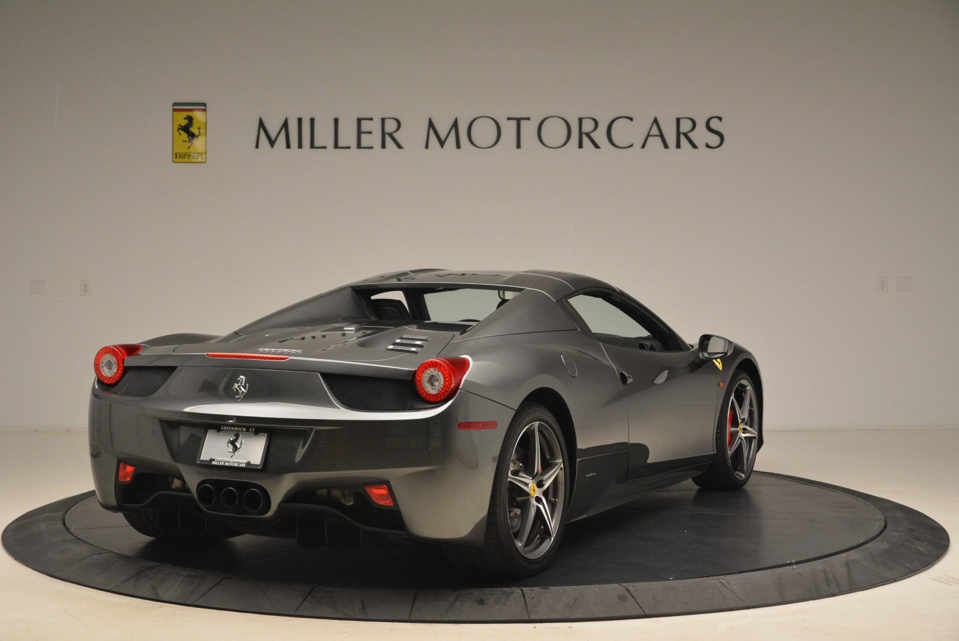 Used 2013 Ferrari 458 Spider  For Sale In Greenwich, CT 2202_p19