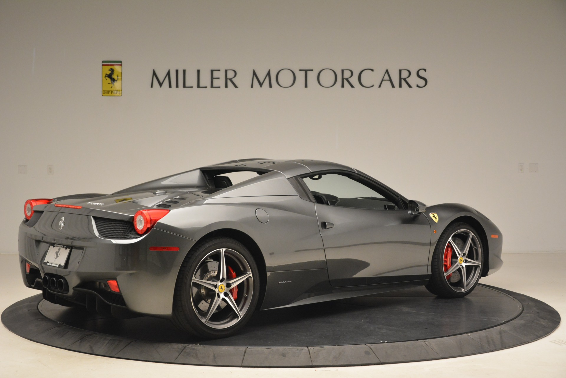 Used 2013 Ferrari 458 Spider  For Sale In Greenwich, CT 2202_p20